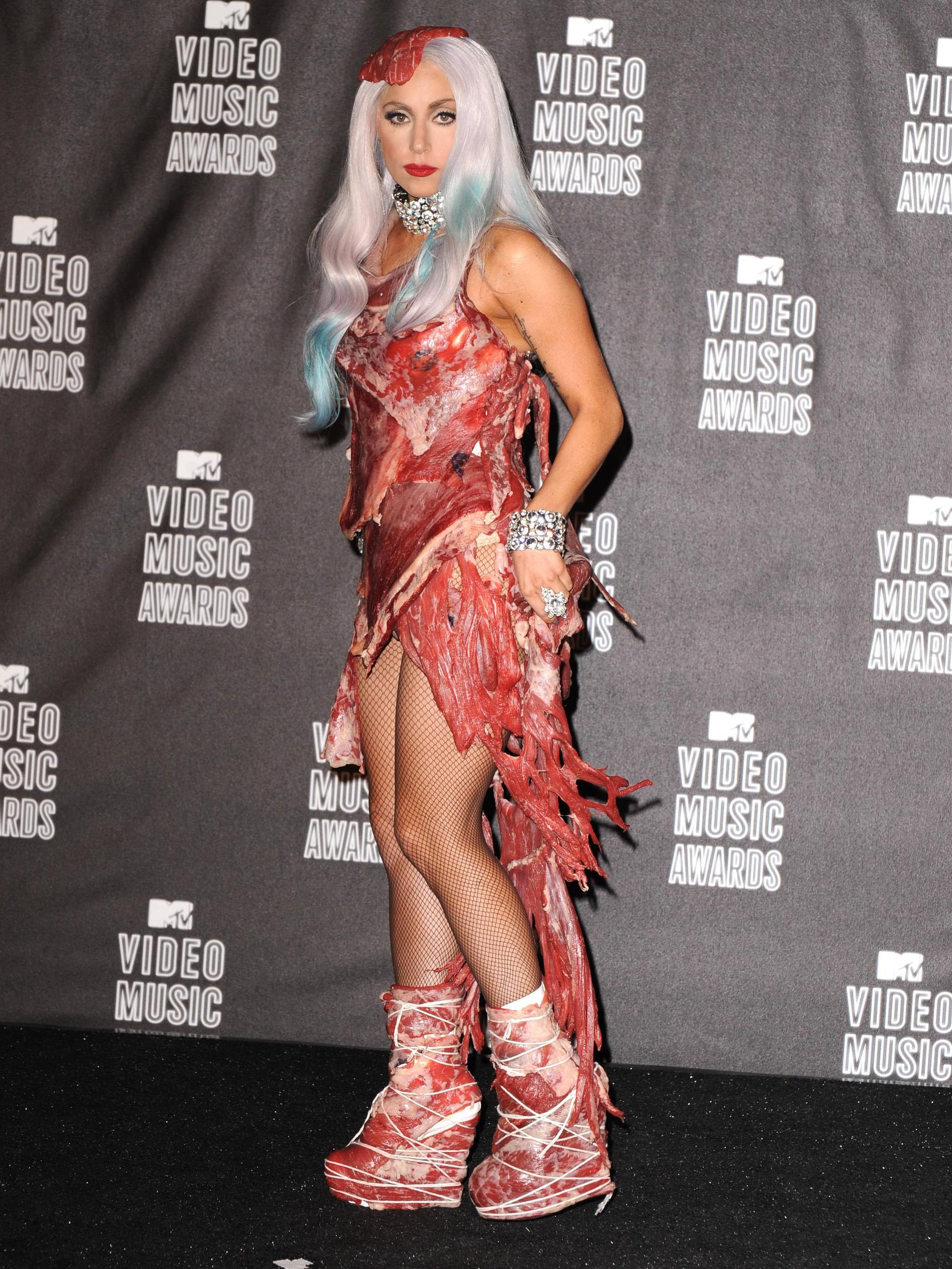 Lady Gaga đầm thịt sống