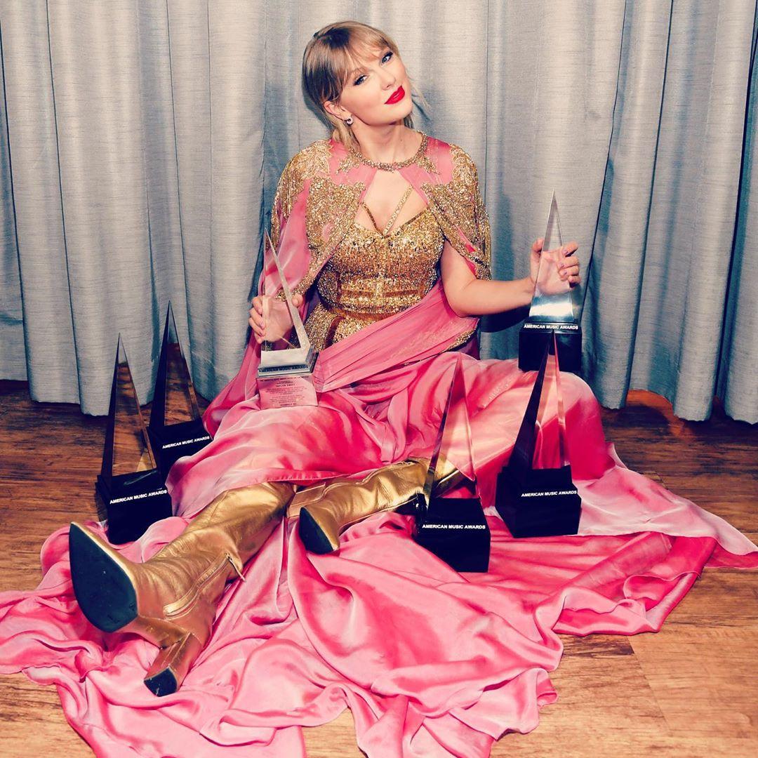 sự kiện văn hóa 2019 - Taylor Swift nhận giải nghệ sĩ của thập kỷ tại AMAs 2019