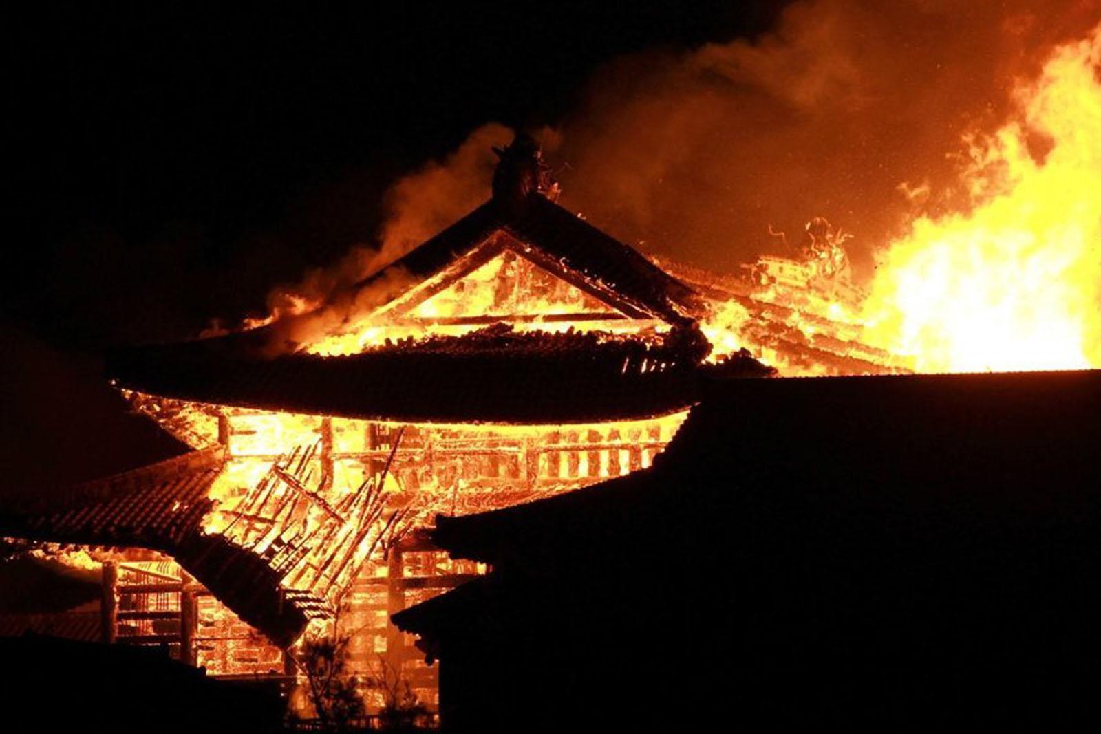 cháy thành cổ shuri tại nhật bản