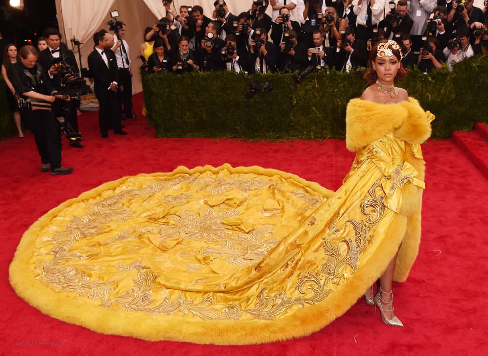 Rihanna thời trang thảm đỏ Met Gala 2015