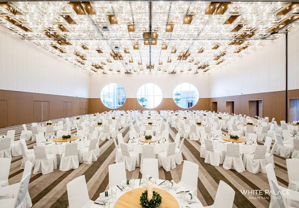 Hall A white palace có thể tổ chức tiệc tất niên