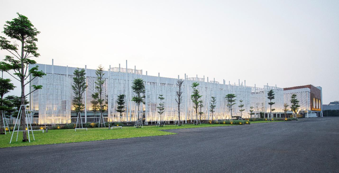 Kiến trúc ấn tượng lấy ý tưởng từ hình ảnh của một thương cảng sầm uất với những cánh buồm trắng giương cao.