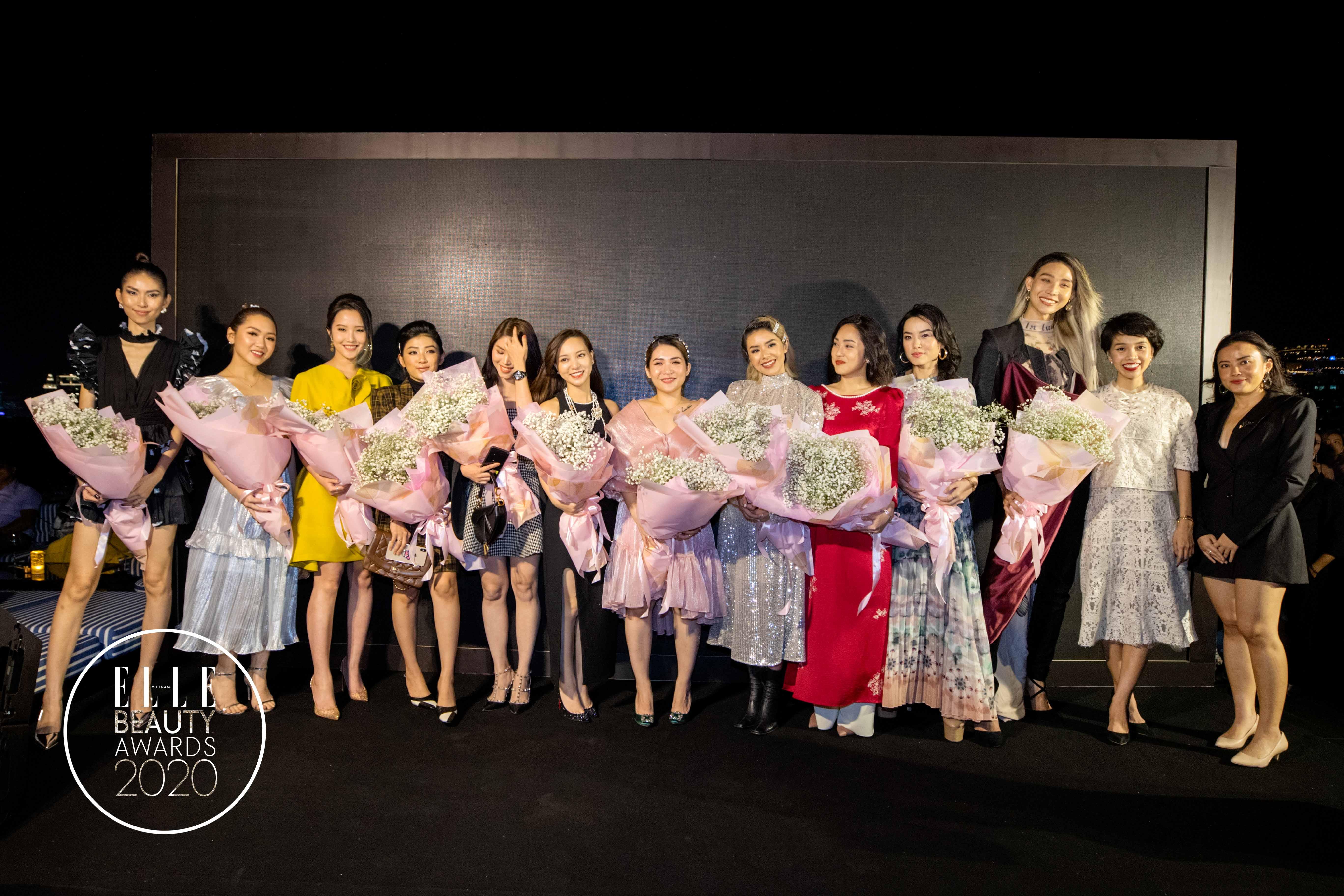 các beauty bloggers nhận hoa tại sự kiện elle beauty awards 2020