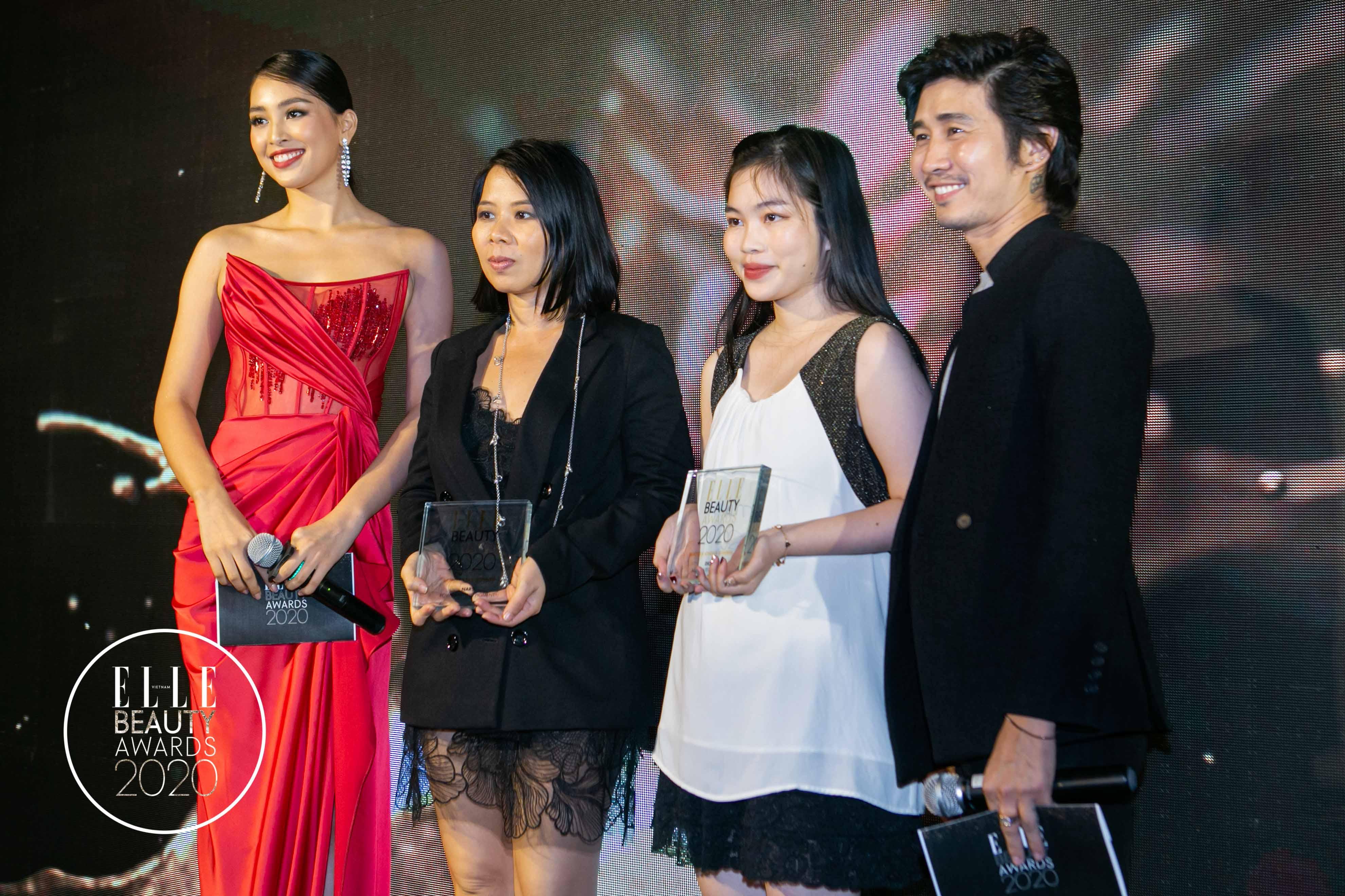 chuyên gia makeup tùng châu và hoa hậu tiểu vy trao giải 3