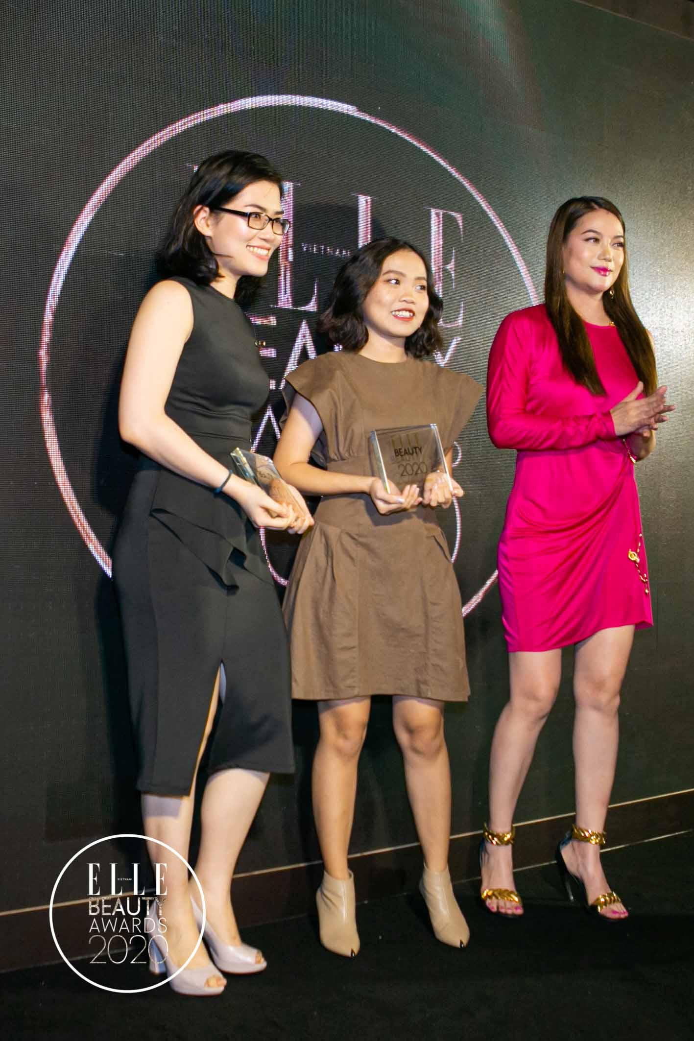 trương ngọc ánh trao giải tại elle beauty awards 2020 2
