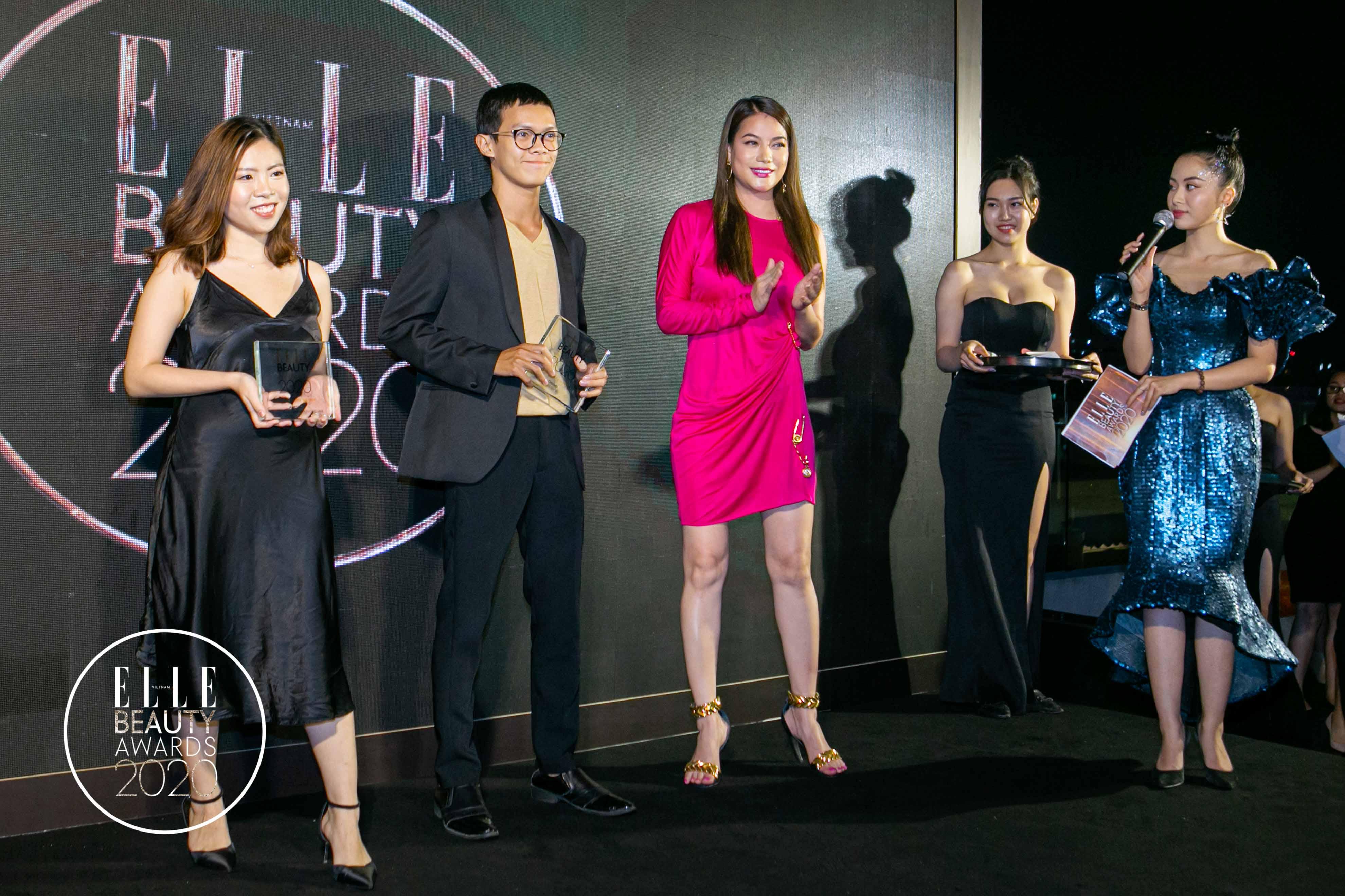 trương ngọc ánh trao giải tại elle beauty awards 2020 3