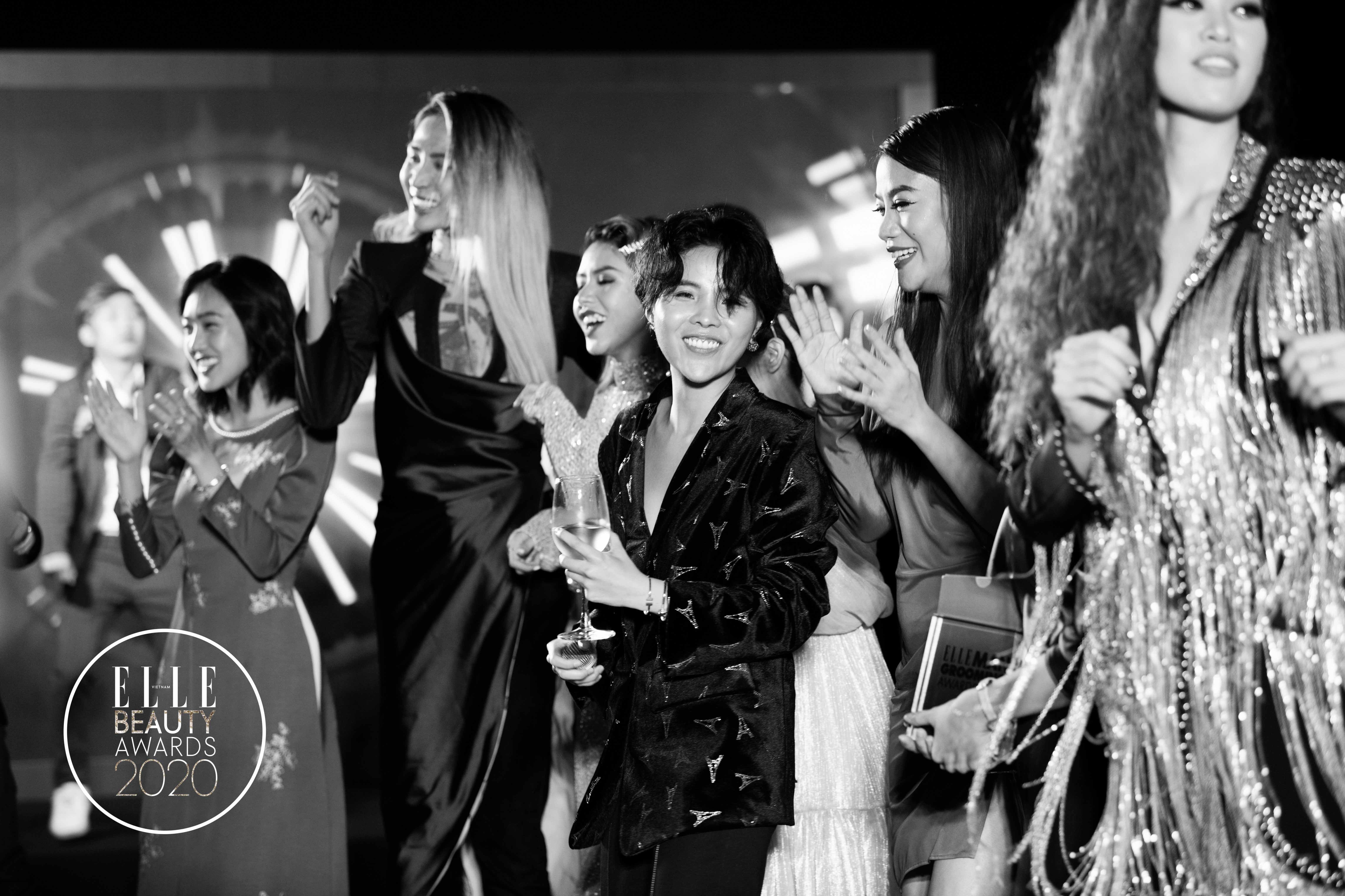 vũ cát tường trình diễn tại elle beauty awards 2