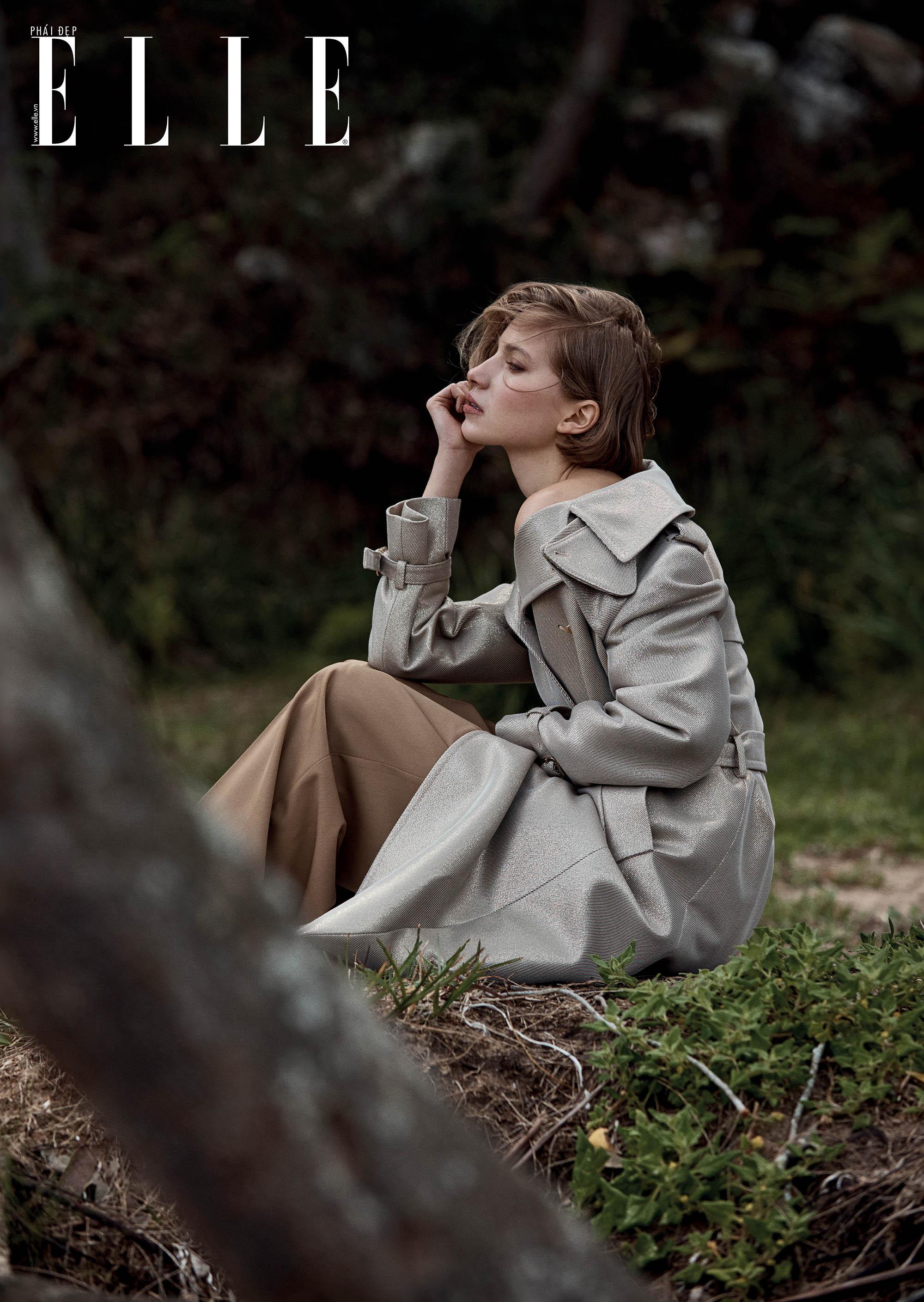 bộ ảnh cô gái ngồi trên đồng cỏ xanh