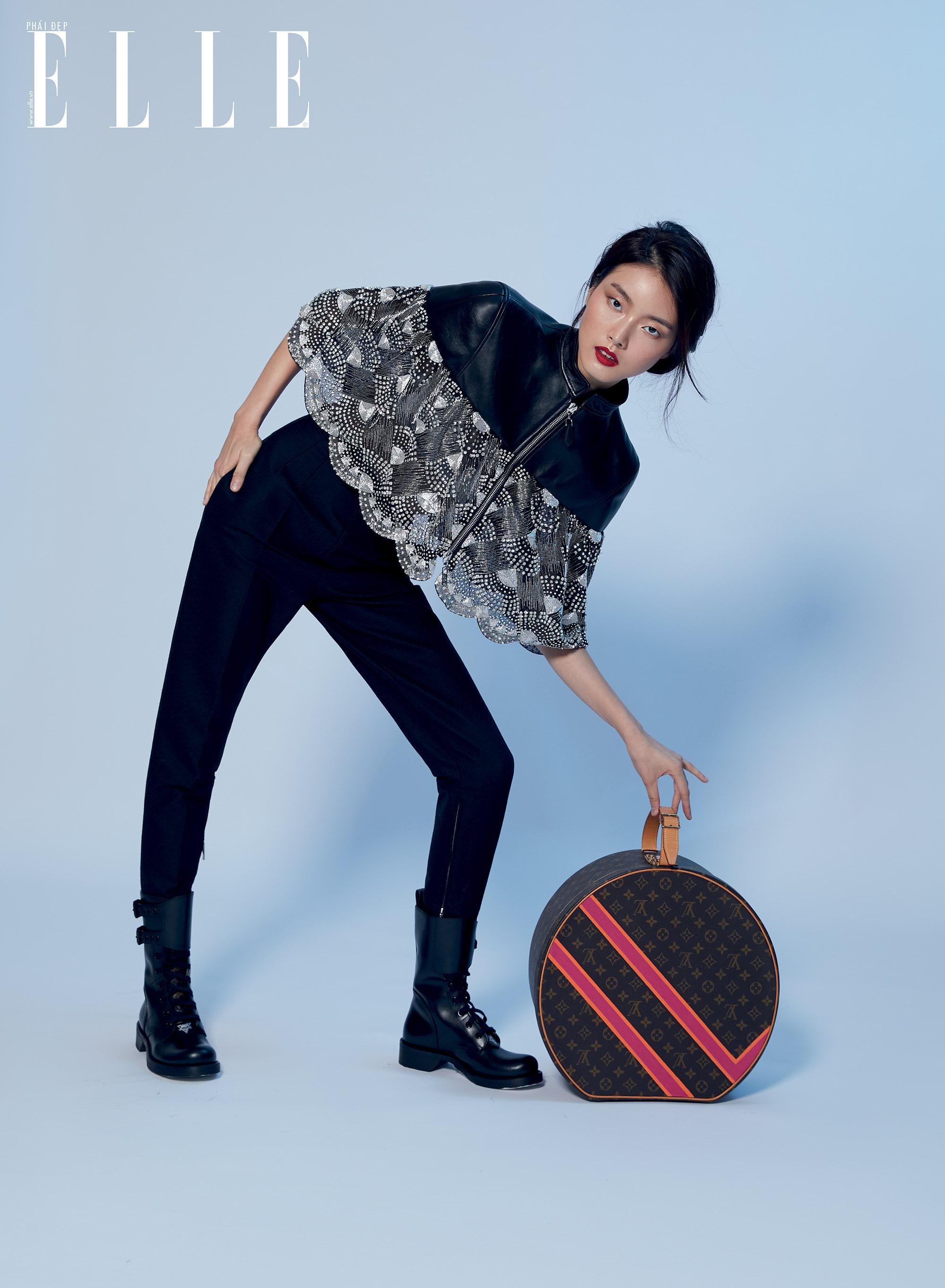 Louis Vuitton người mẫu tạo dáng cùng mẫu túi mới