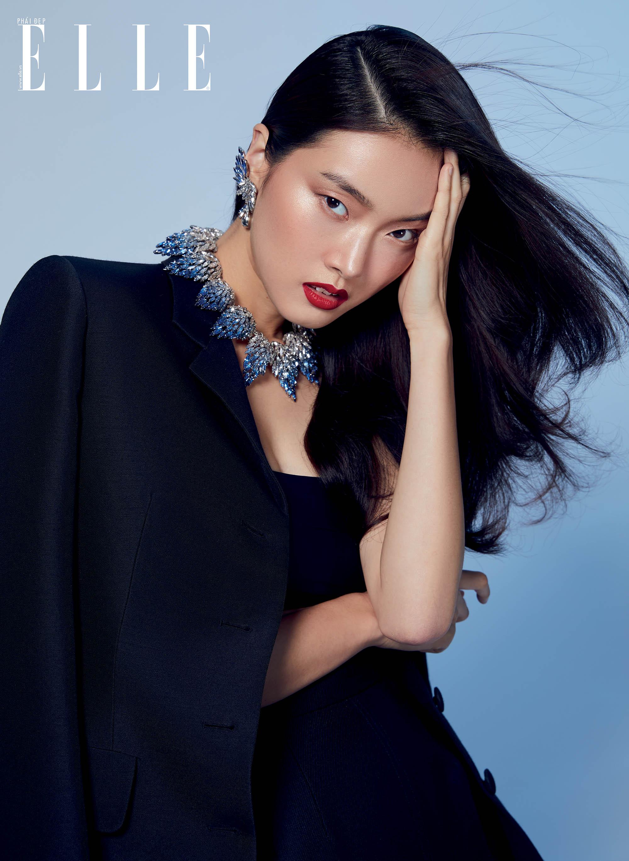 Louis Vuitton người mẫu với trang phục xanh navy