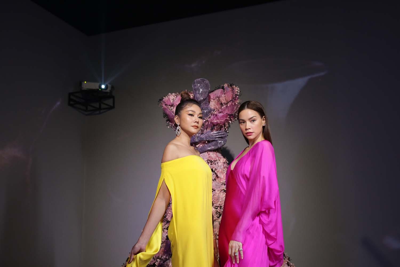 Thanh Hằng và Hồ Ngọc Hà dự triển lãm cục im lặng của nguyễn công trí