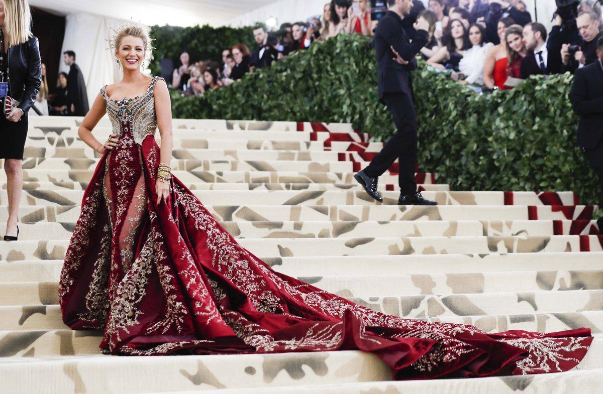 Blake Lively thời trang thảm đỏ Met Gala 2018