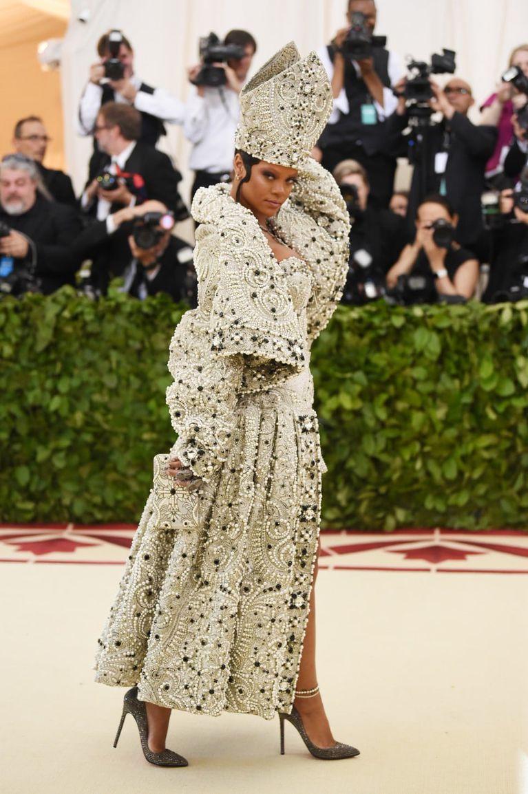 Rihanna thời trang thảm đỏ Met Gala 2018