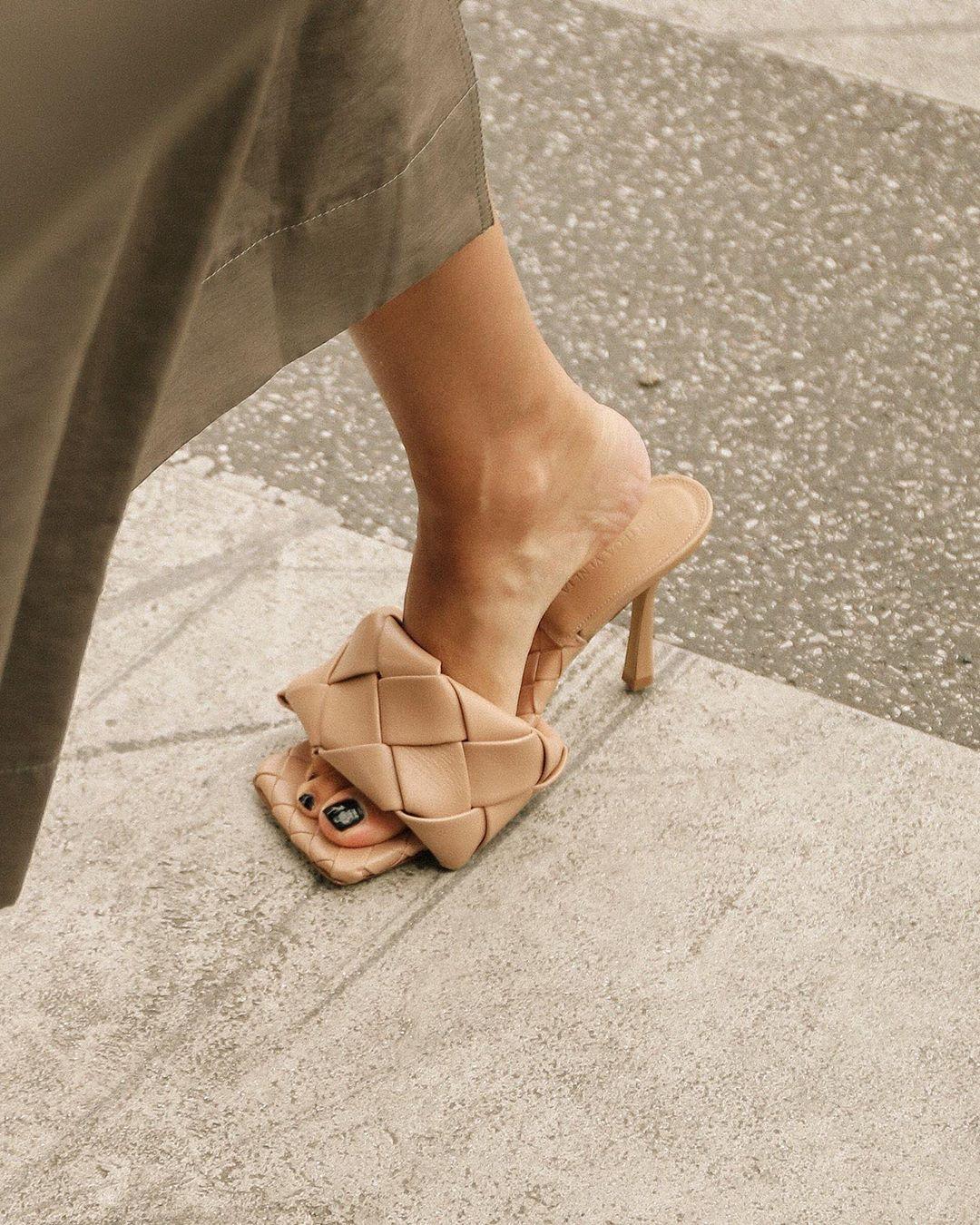 Giày mũi vuông Bottega