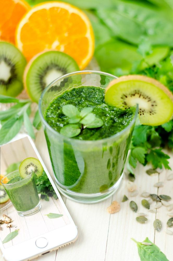 Detox thanh lọc cơ thể từ nước ép rau.