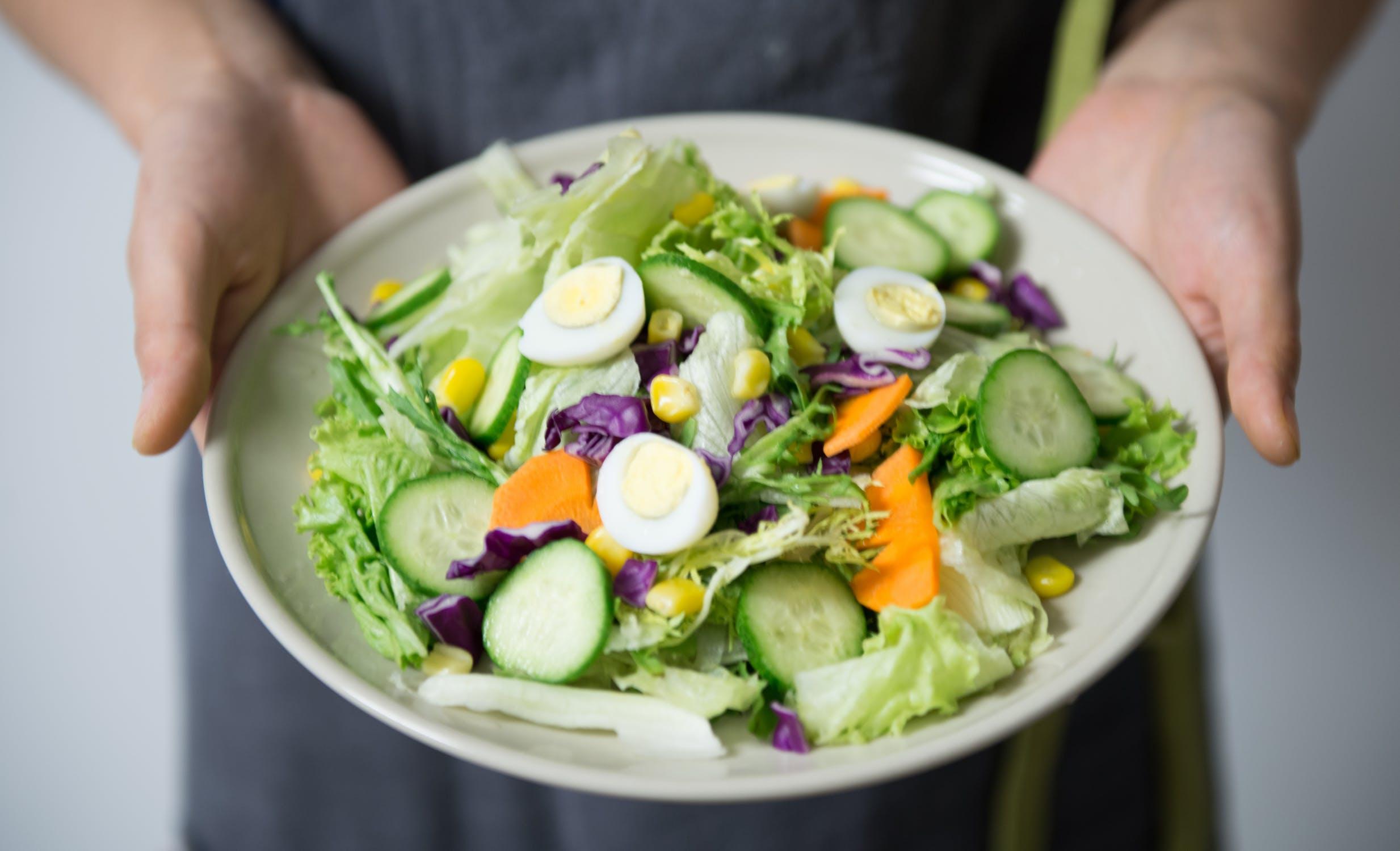 Detox 7 ngày giảm cân với salad trứng.