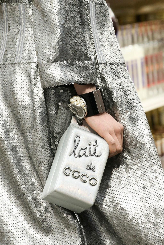 mẫu túi của Chanel tại Triển lãm túi xách lại bảo tàng V&A London