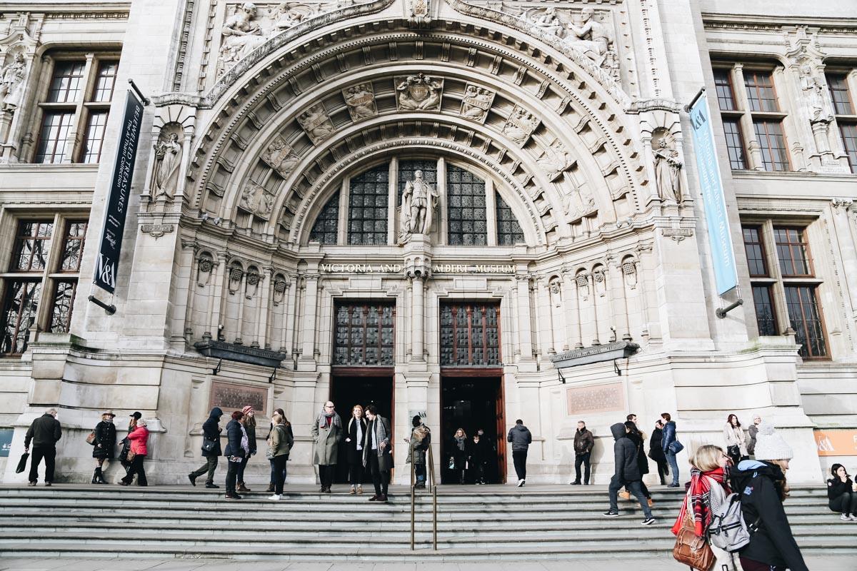 Triển lãm túi xách lại bảo tàng V&A London