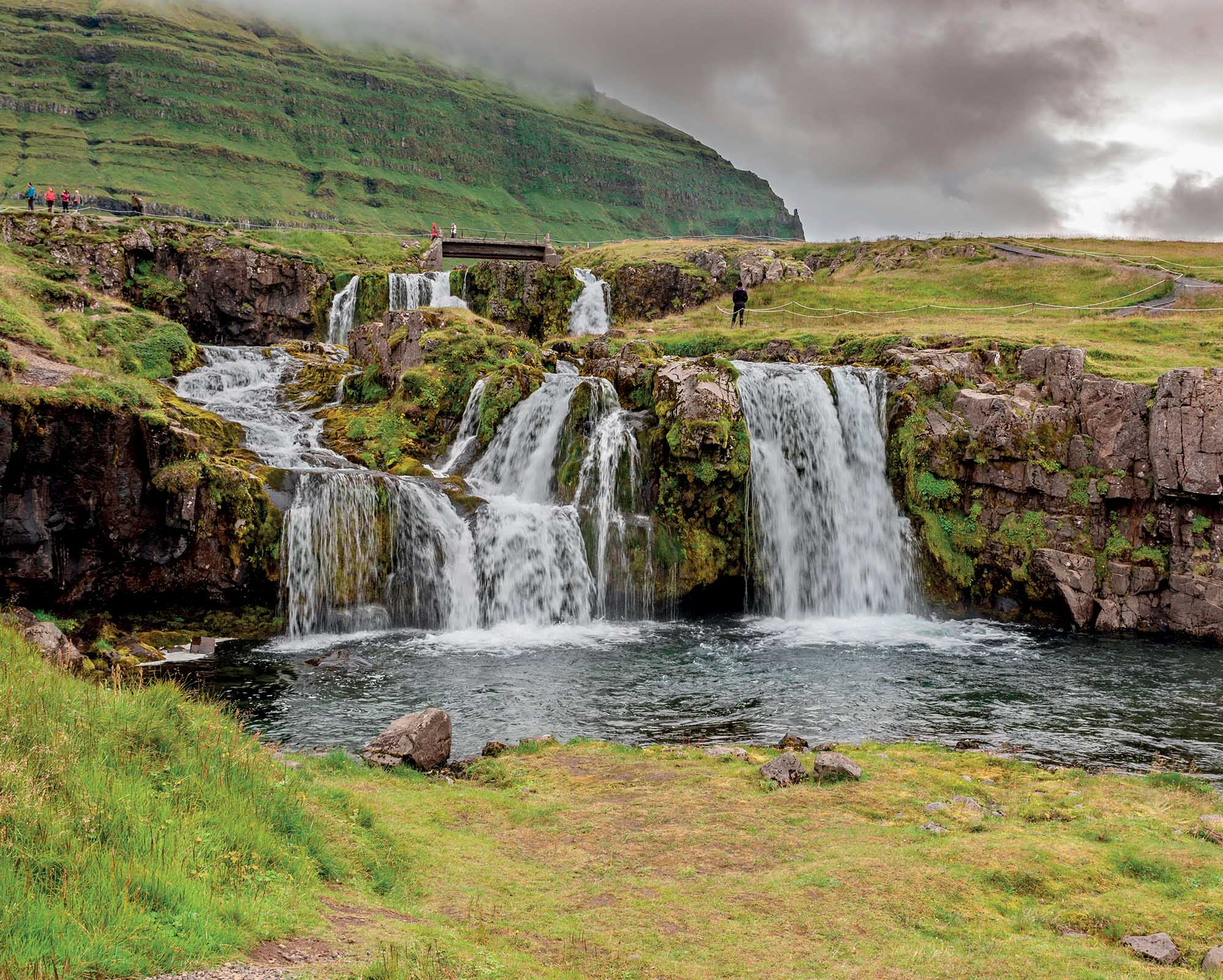 địa điểm Iceland thăm hang động dung nham