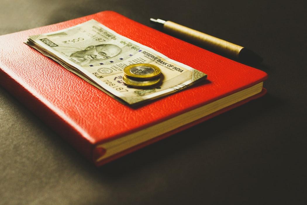 ghi chép chi tiêu bằng sổ để giải quyết tài chính