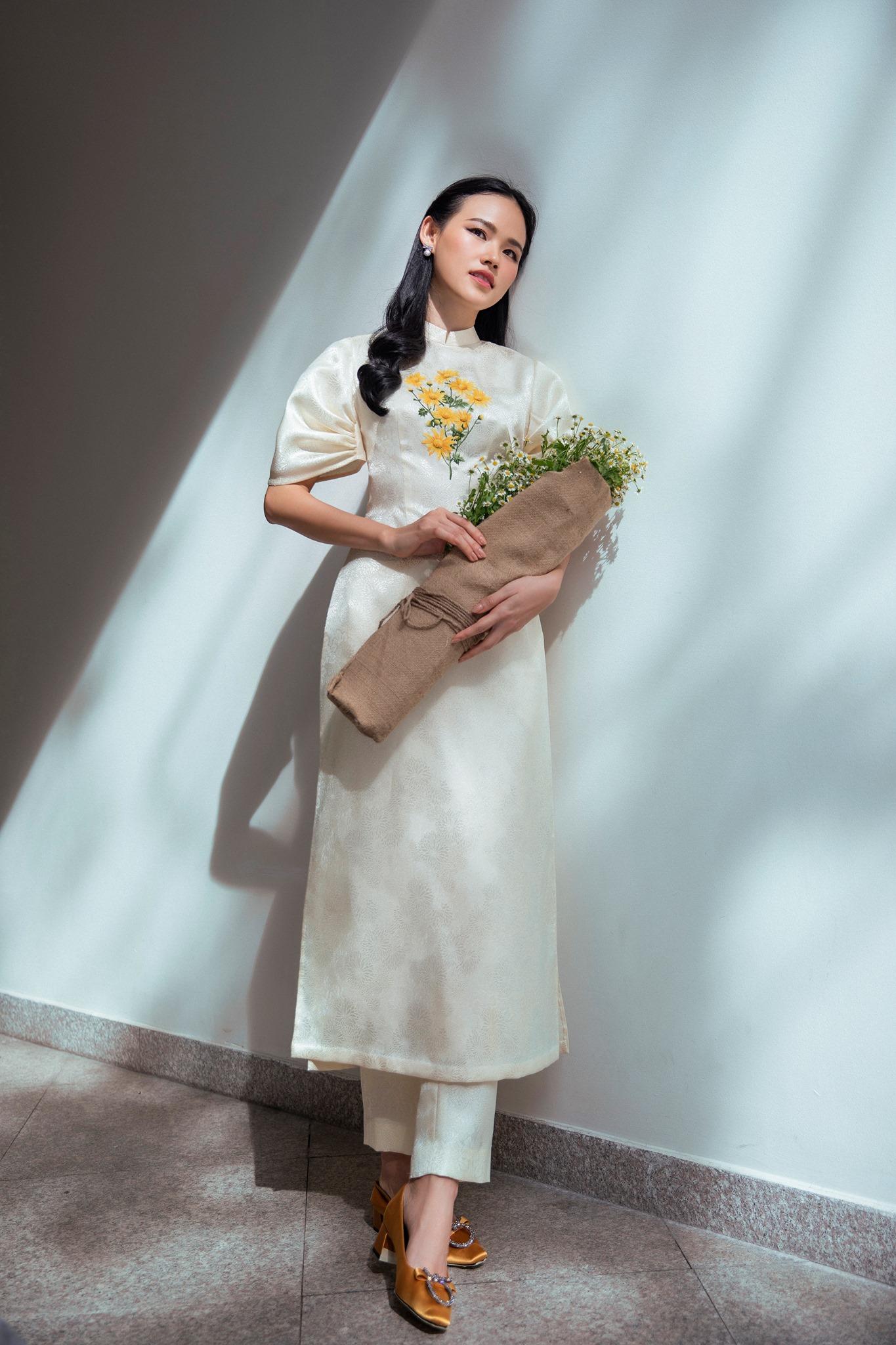 áo dài tết 2020 ntk lê thanh hòa hoa cúc
