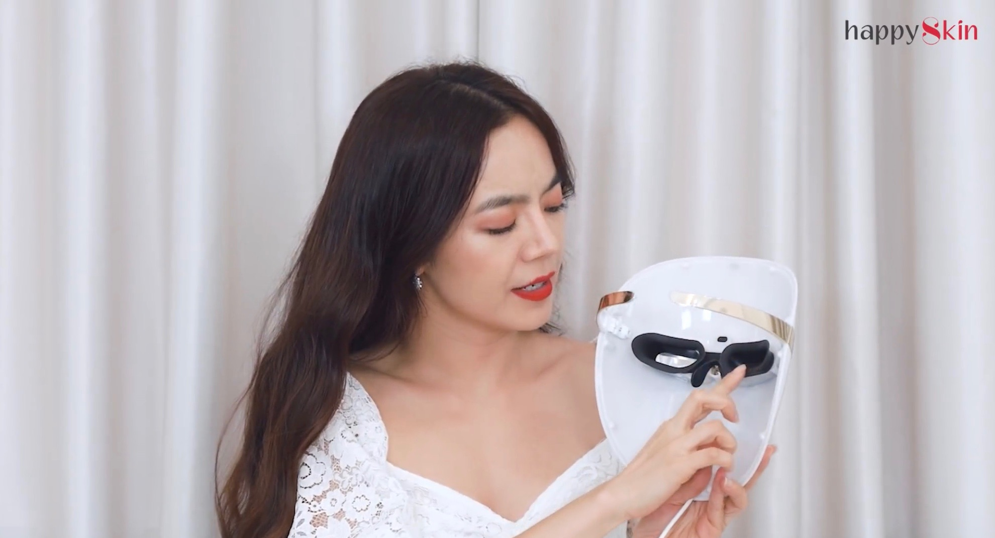 Beauty blogger Emmi Hoang cảm nhận về mặt nạ công nghệ LG Derma LED