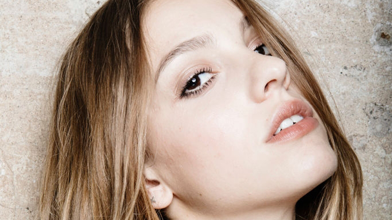 Một quy trình dưỡng da đầy đủ và khoa học giúp bạn sở hữu làn da tỏa sáng như ánh mai. Ảnh: Getty Images.