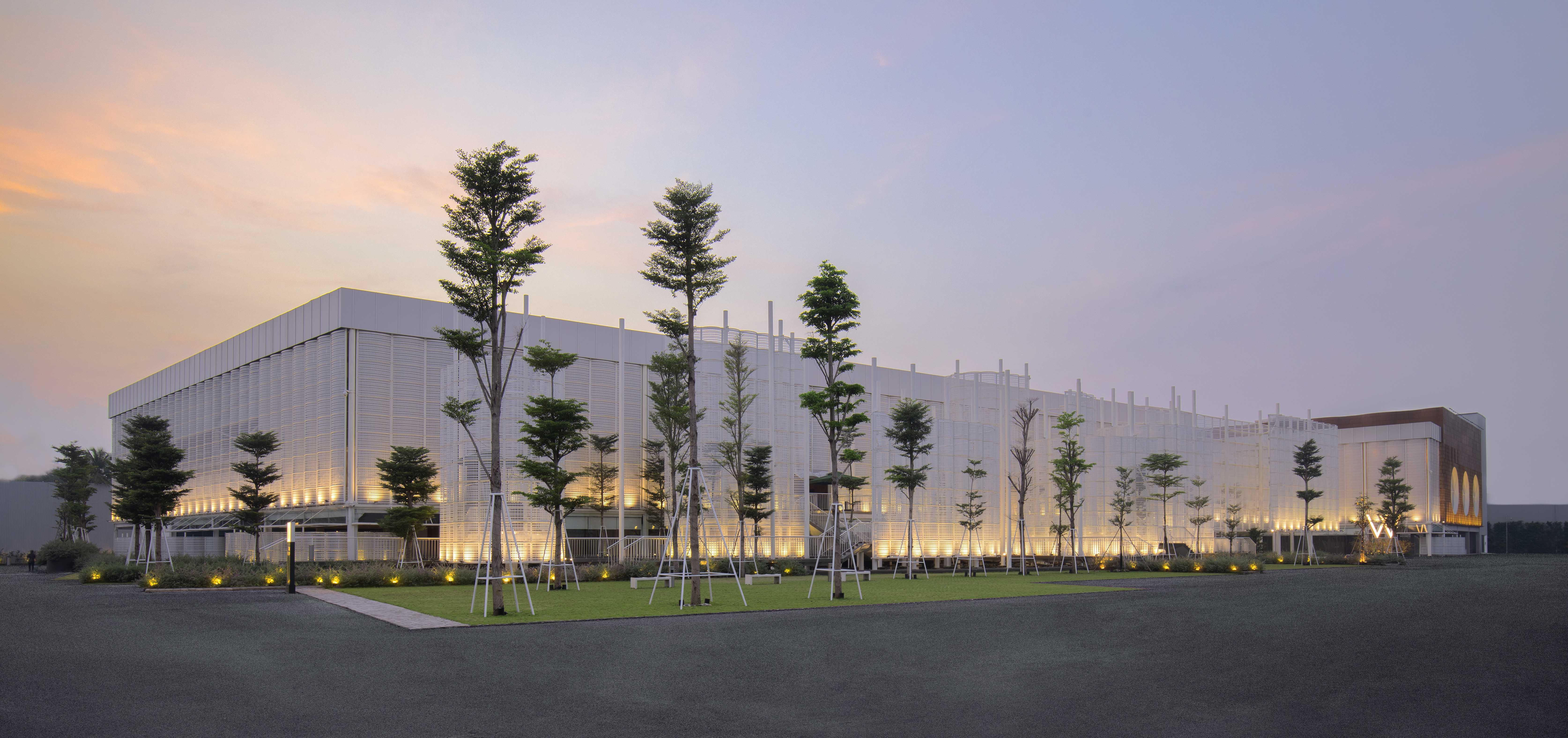 Trung tâm triển lãm White Palace thoáng đãng với diện tích lớn