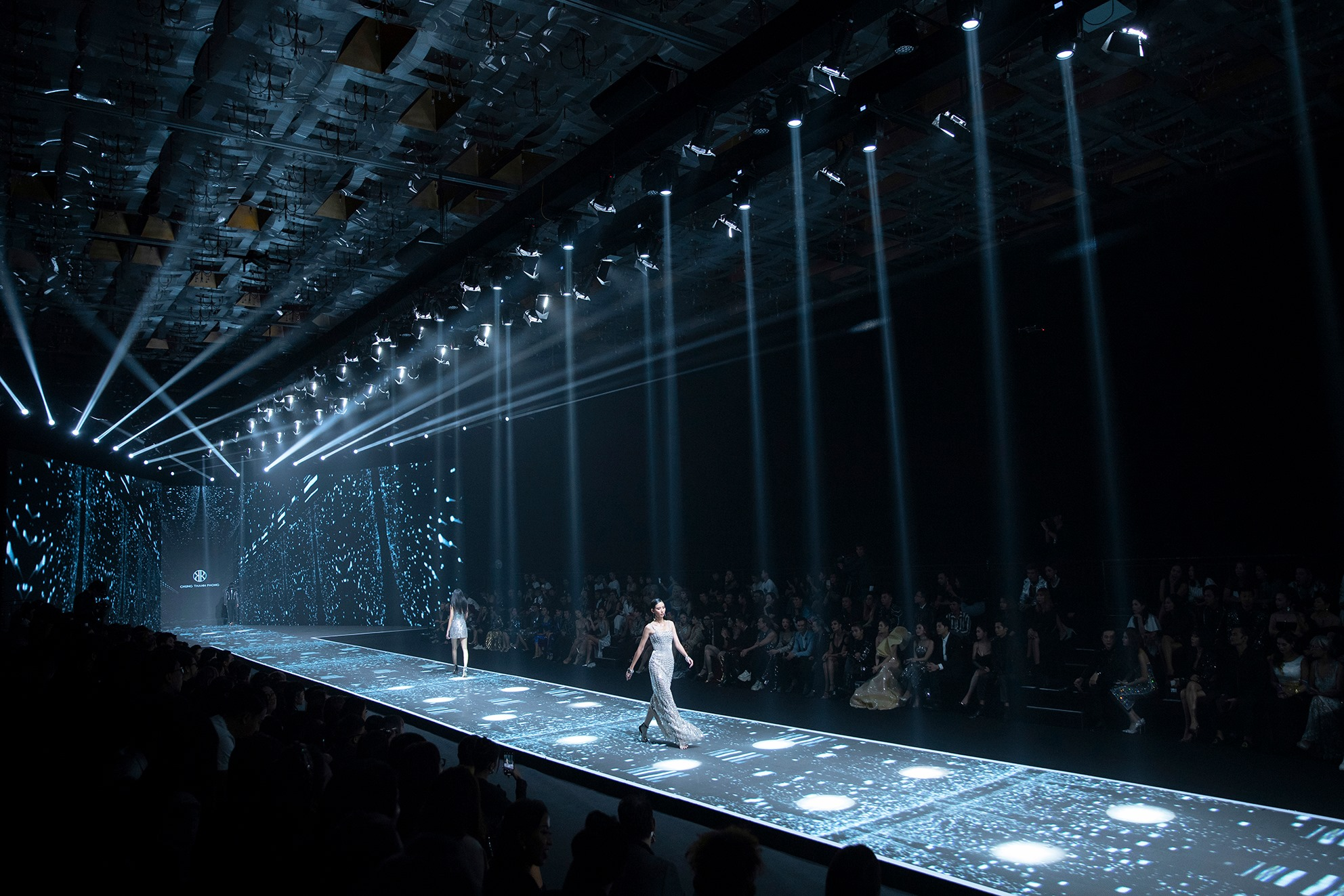 buổi trình diễn thời trang của NTK Chung Thanh Phong