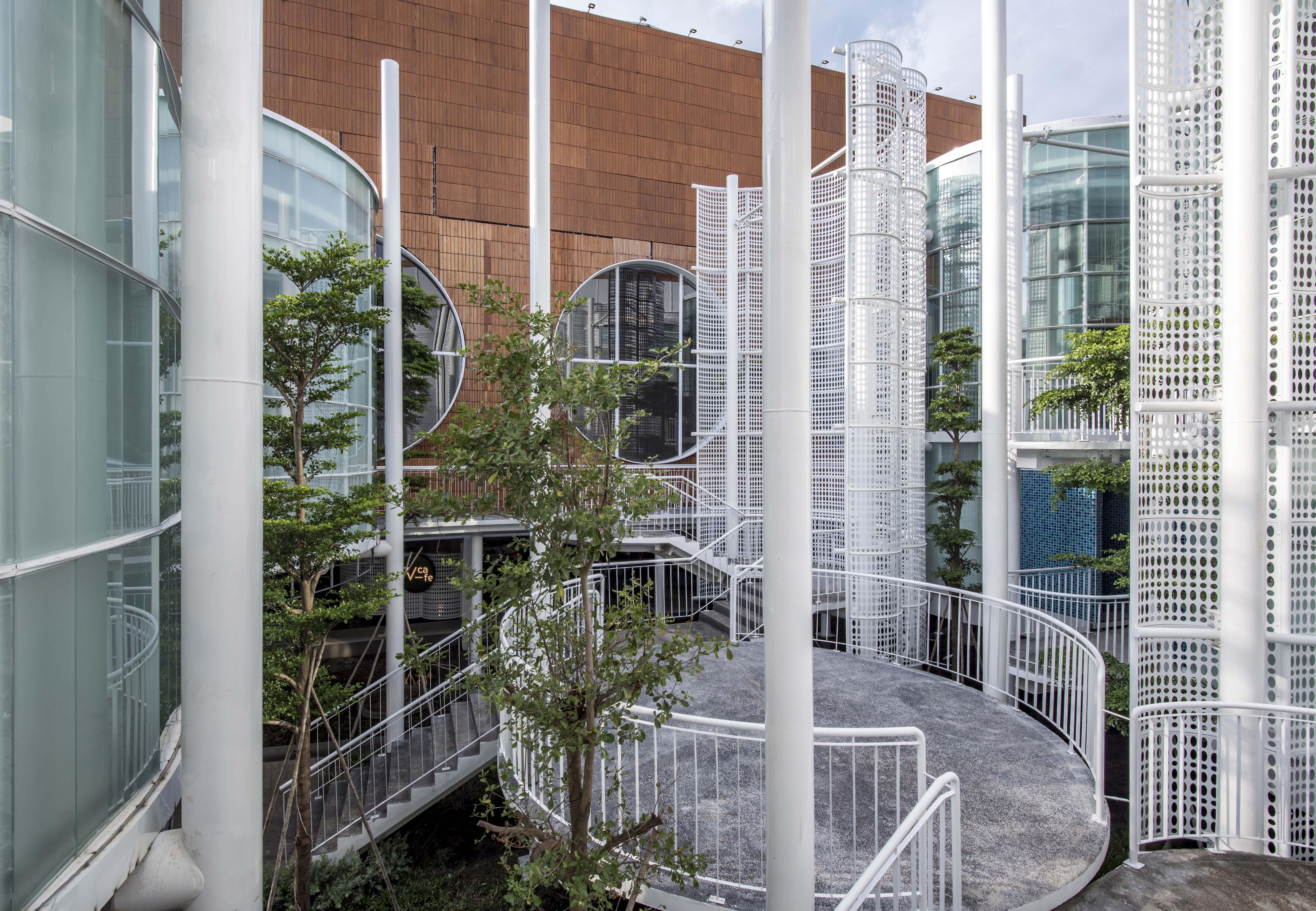 vườntreo ngoài trời của trung tâm triển lãm White Palace