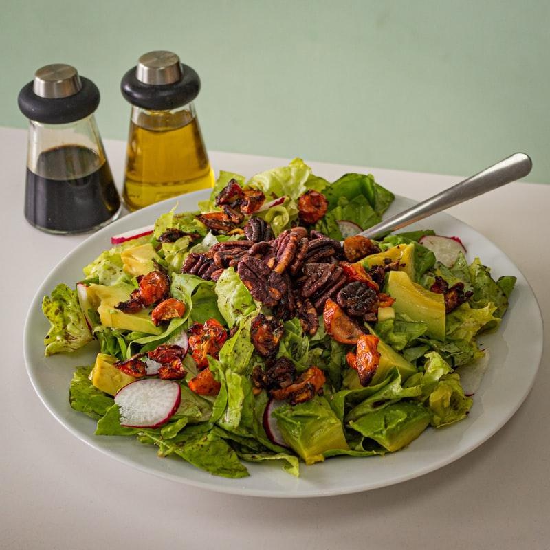 Xu hướng wellness-Dĩa rau salad.