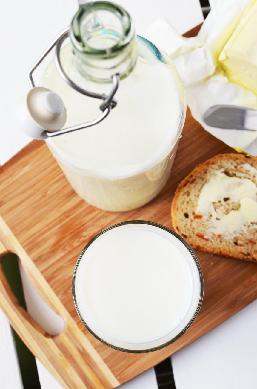 Làm trắng răng-Sữa và bánh mì.