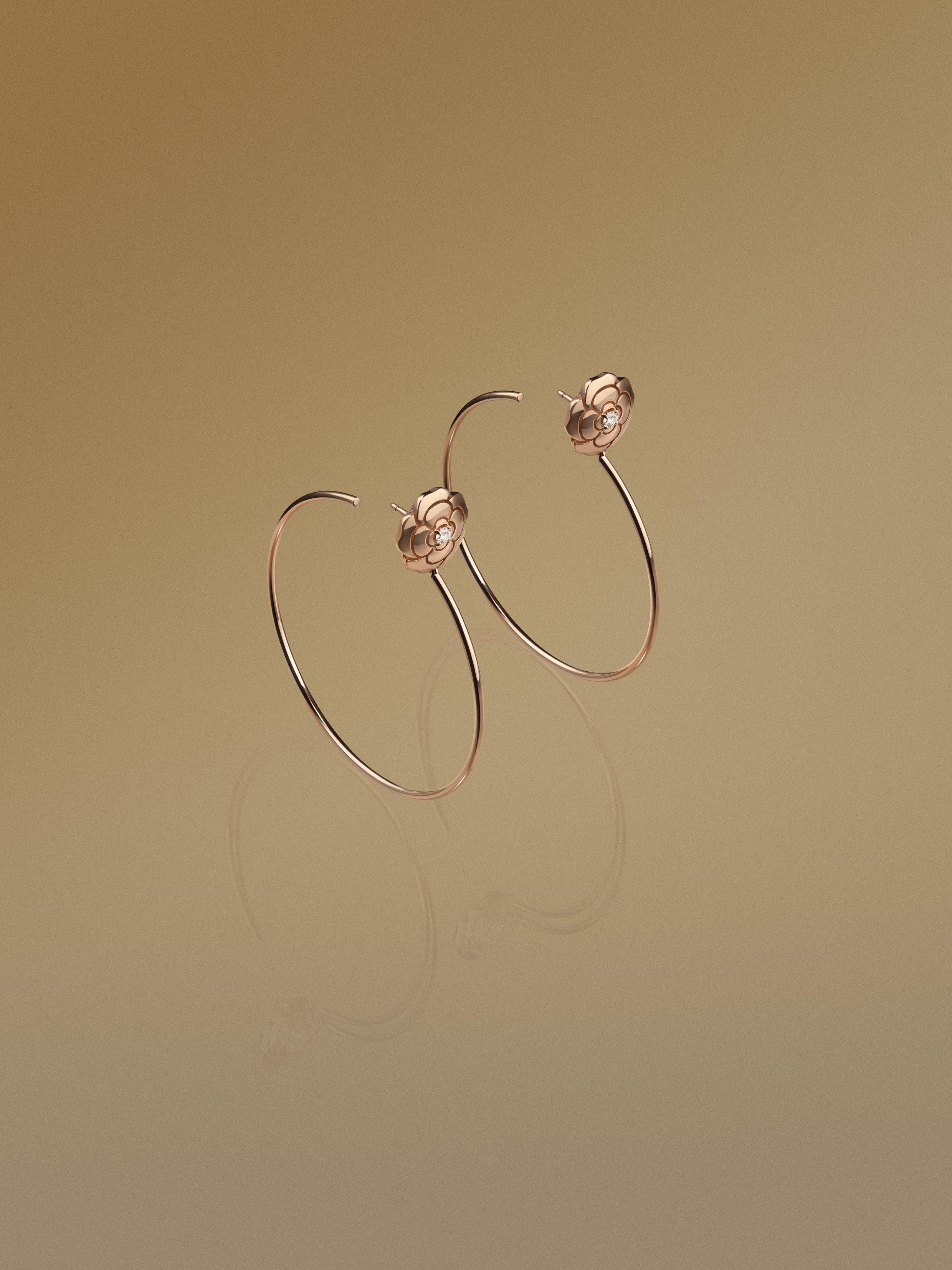 Hoa tai Camelia rose gold từ Chanel