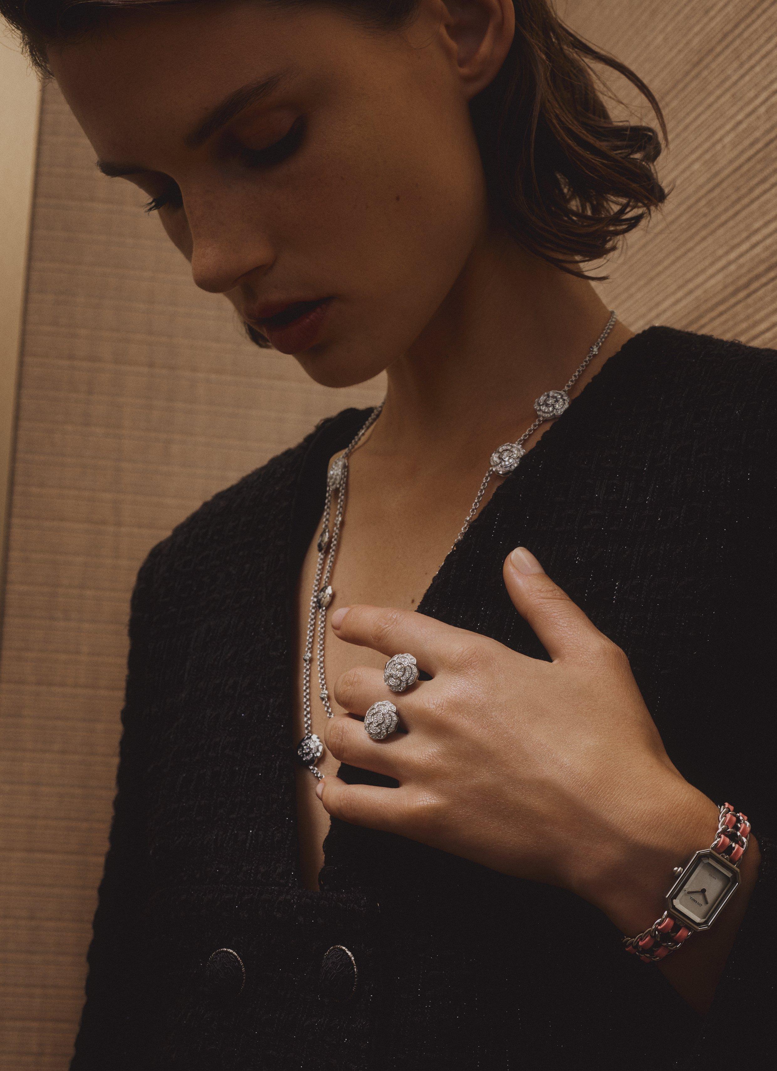 Trang sức và đồng hồ trong BST Camélia của Chanel