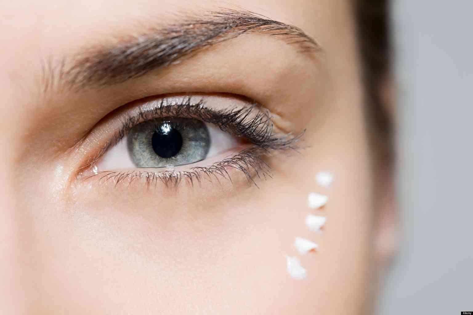 kem mắt dùng cho môi thoa kem vùng mắt
