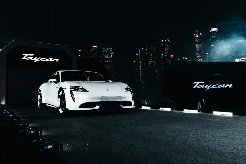 Porsche X Star Wars 2 xe Taycan ELLE Man 0120 xe Taycan mau trang