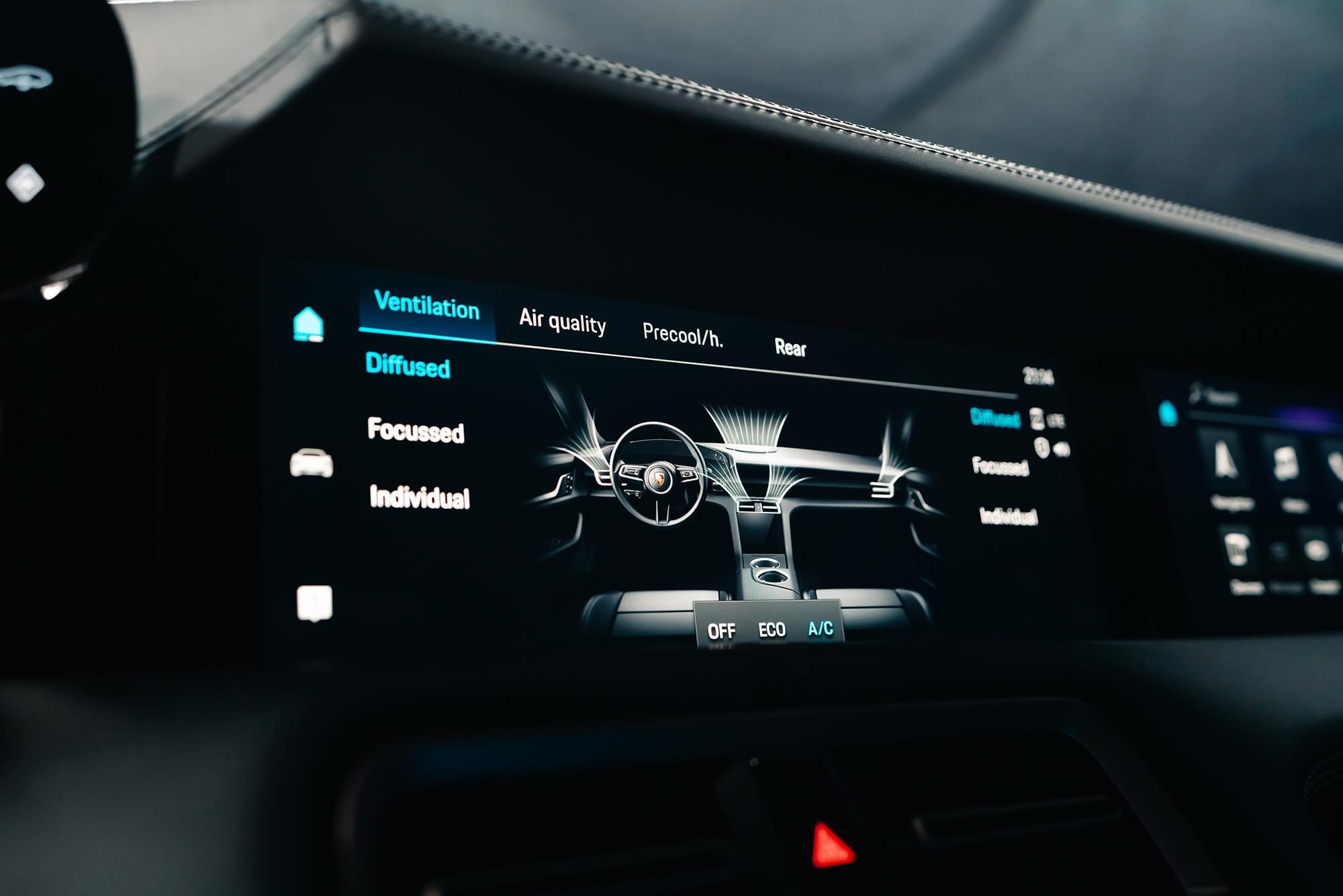 thương hiệu Porsche màn hình điều khiển