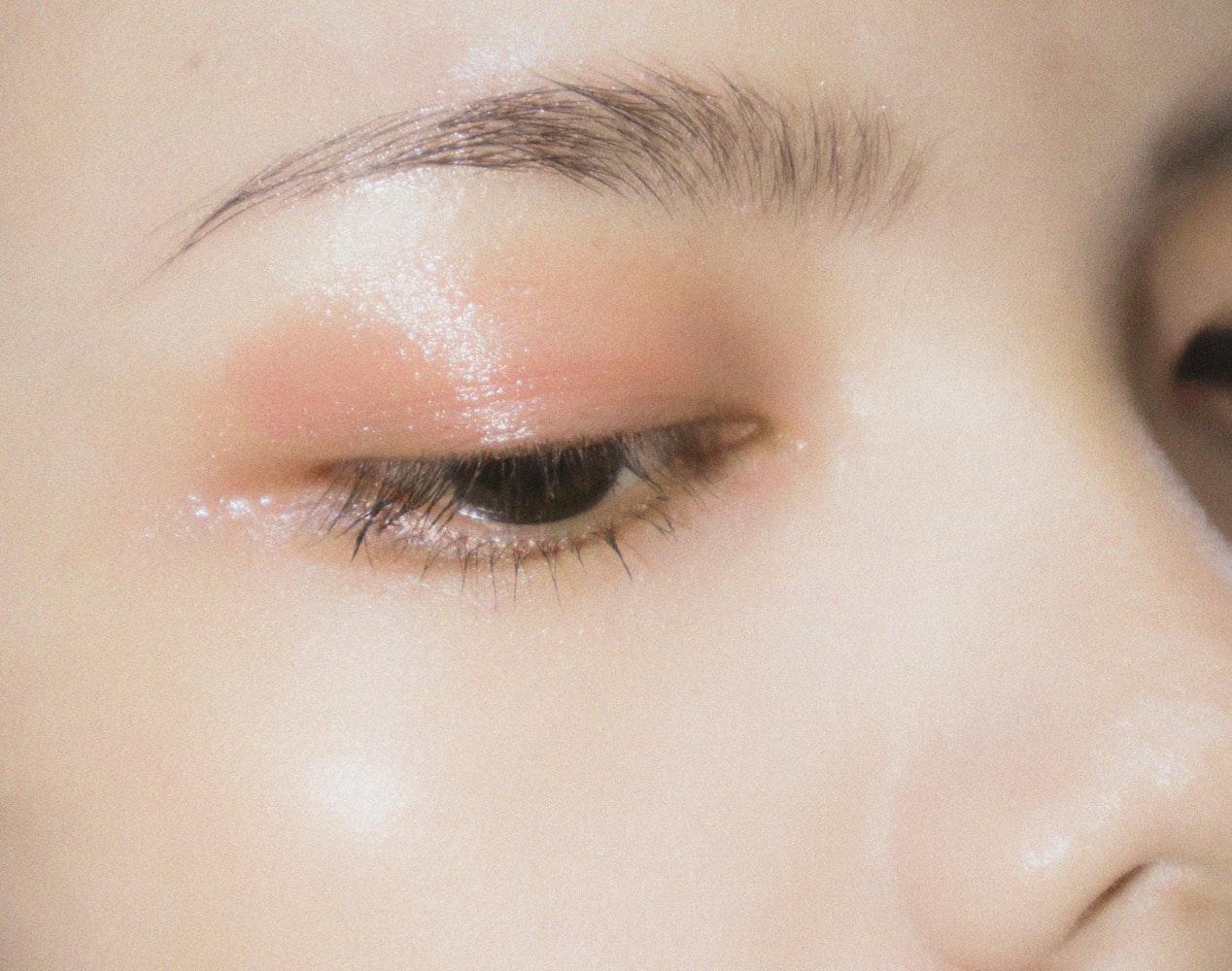 Kiểu trang điểm nổi bật cho ngày Tết - Trang điểm mắt.