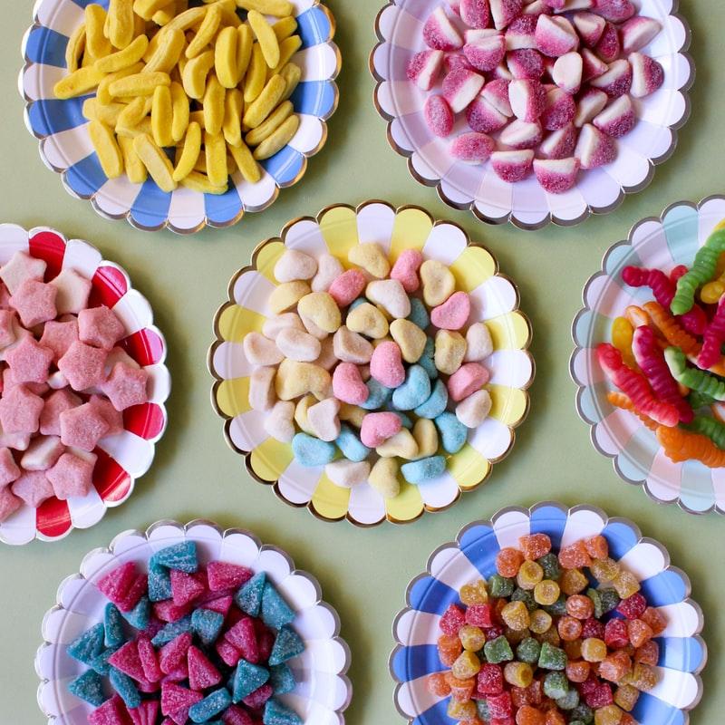 Trà thảo mộc-Những dĩa kẹo đủ màu.