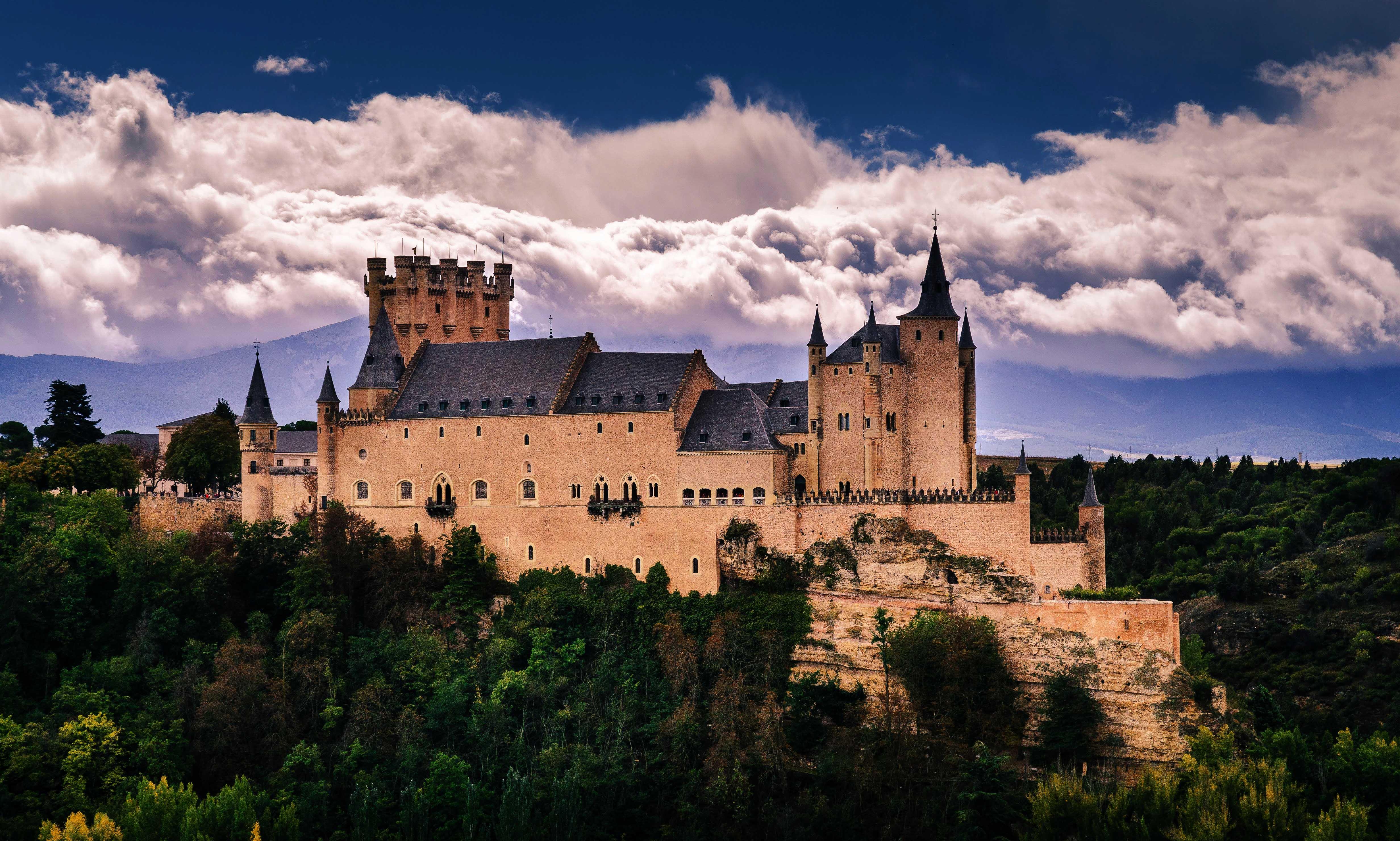 cung điện hoàng gia Alcázar Tây Ban Nha