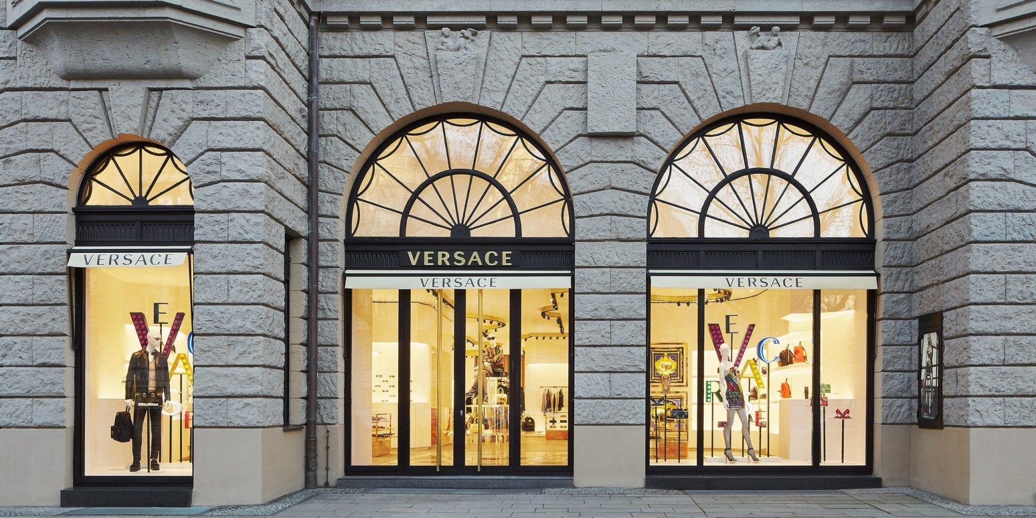 Tin thời trang Versace mở thêm 2 flagship tại London và Paris