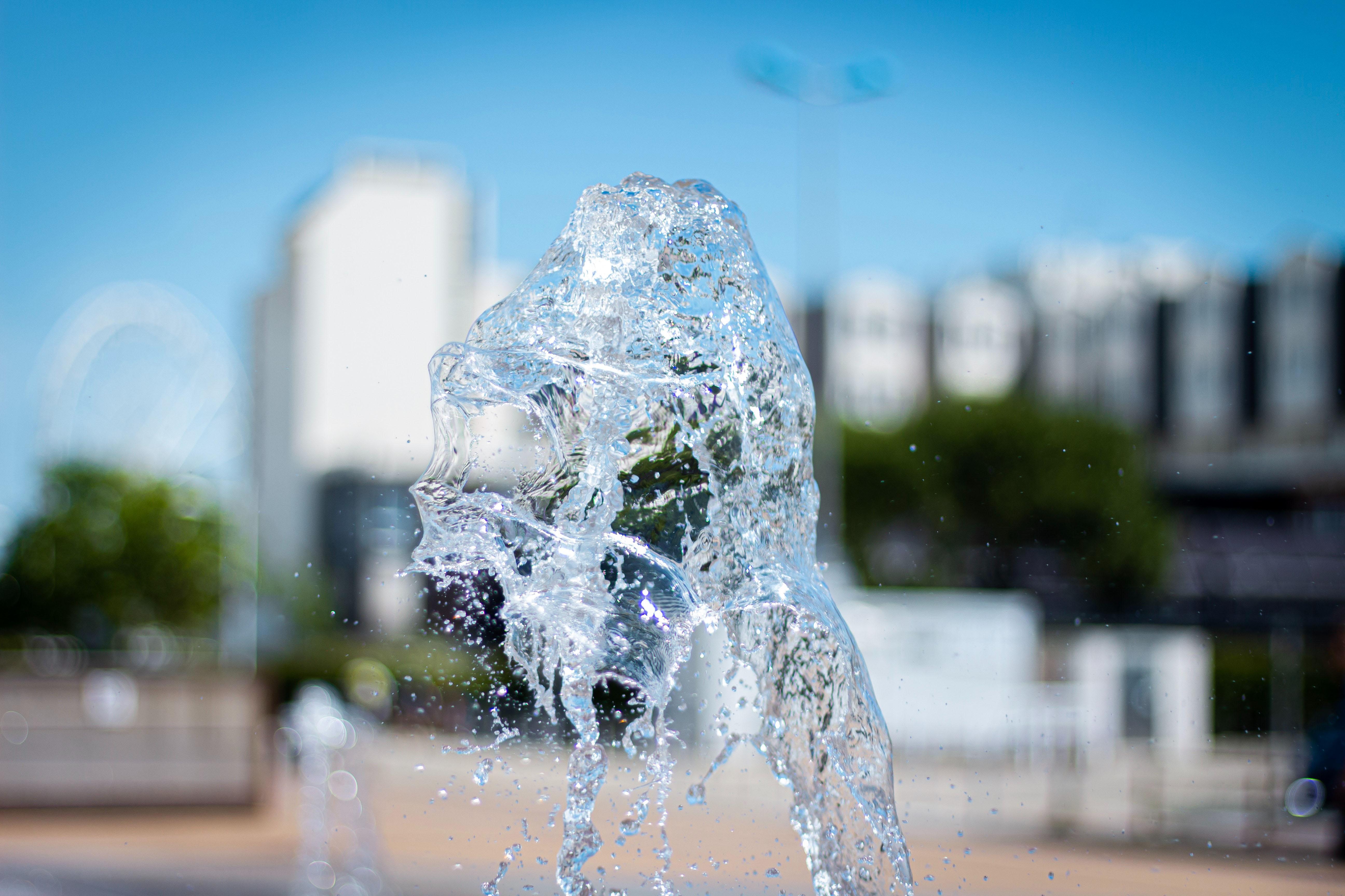 nước trong không trung