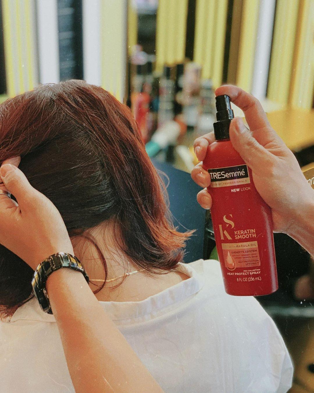 Màu tóc nhuộm-Sản phẩm xịt bảo vệ tóc TRESemmé Keratin Smooth.