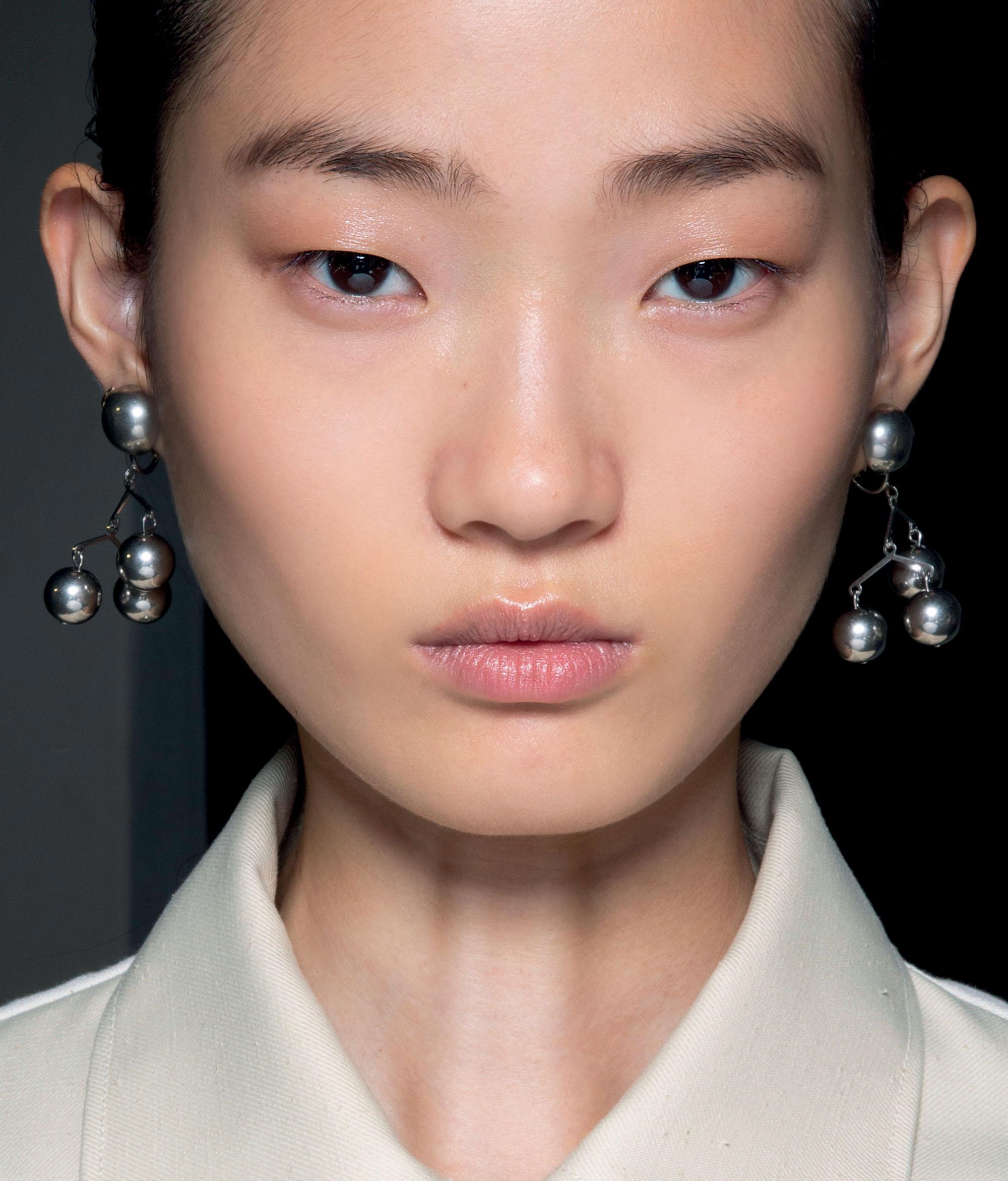 phong cách trang điểm contour gương mặt