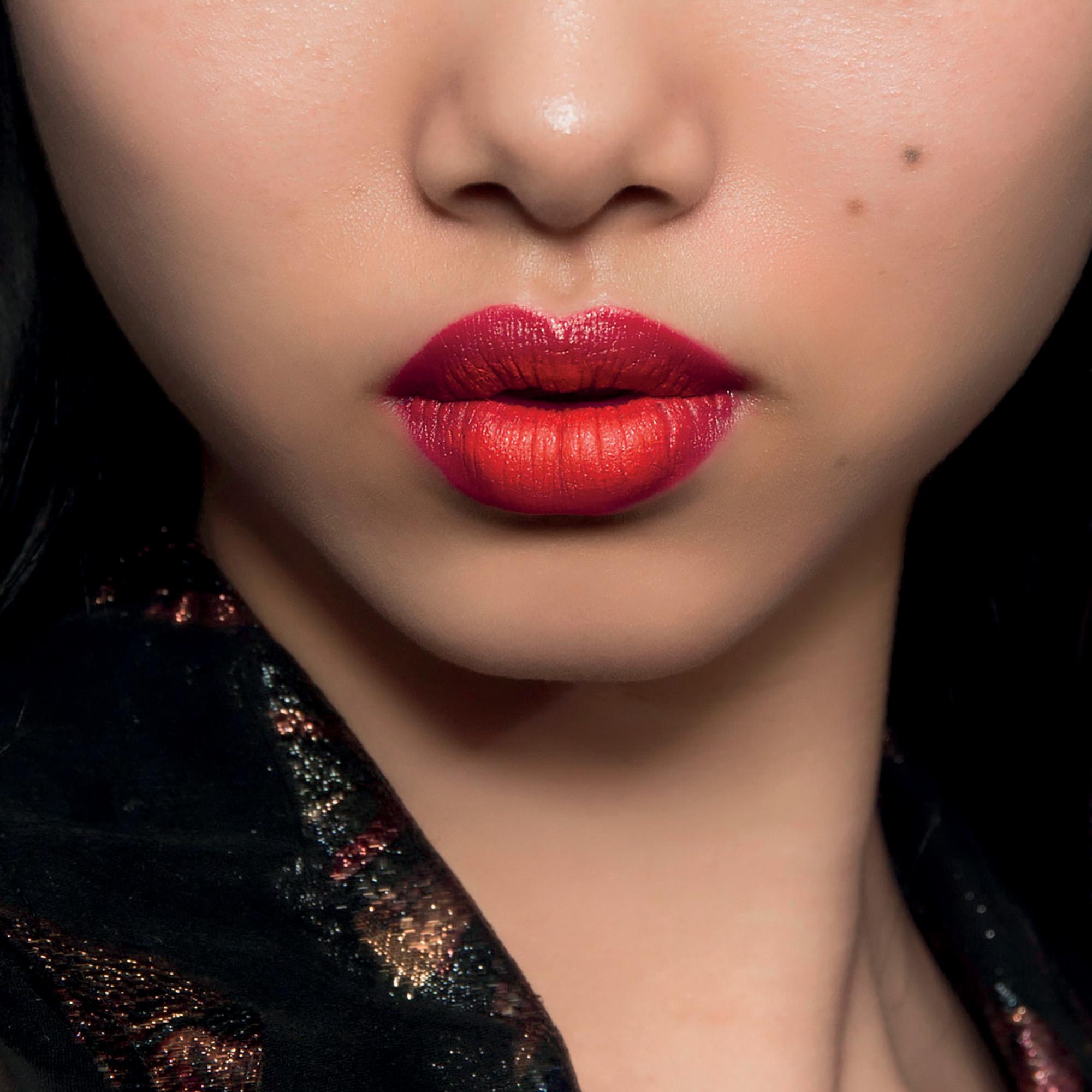 phong cách trang điểm son môi đỏ