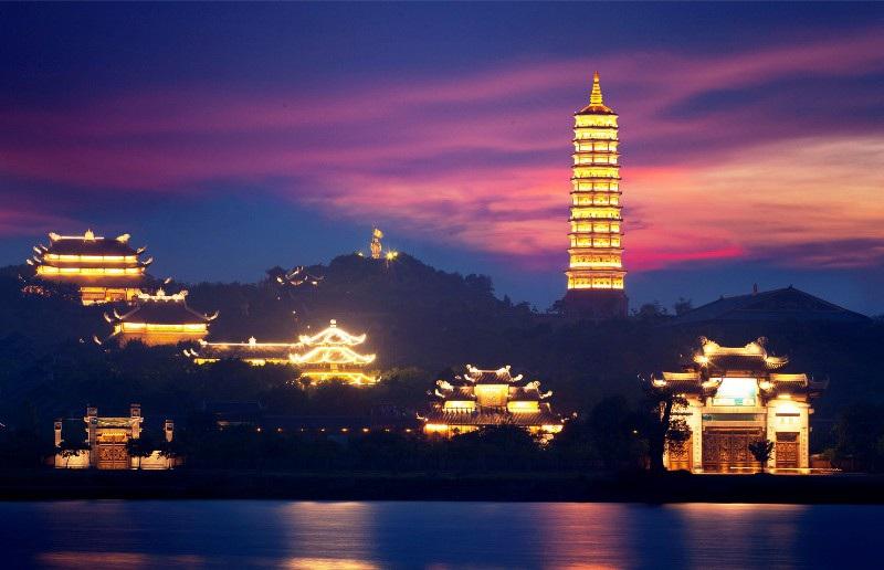 chùa bái đính về đêm