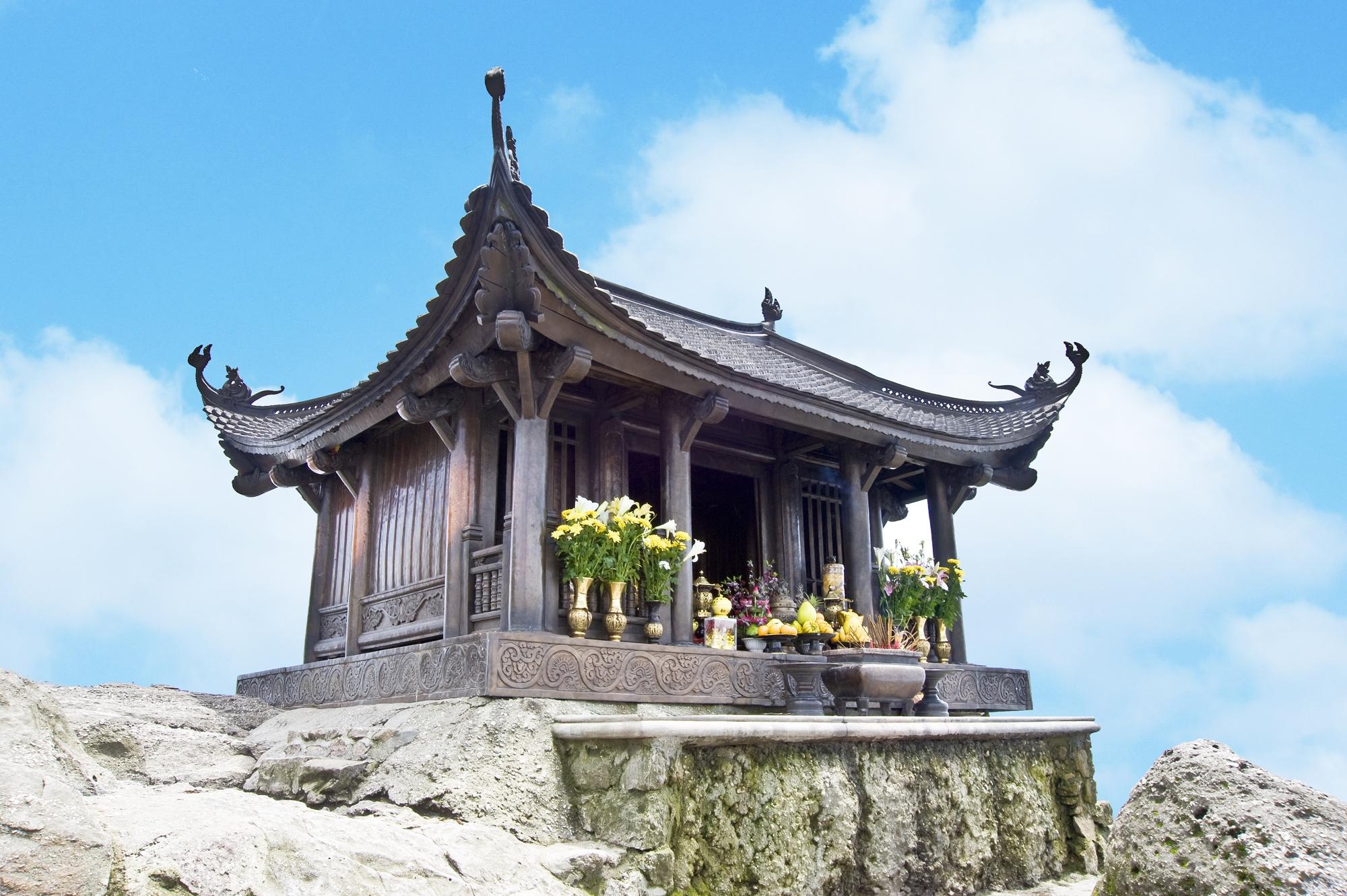 chùa trên núi yên tử