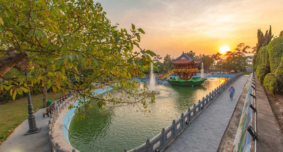 hồ ở chùa ba vàng