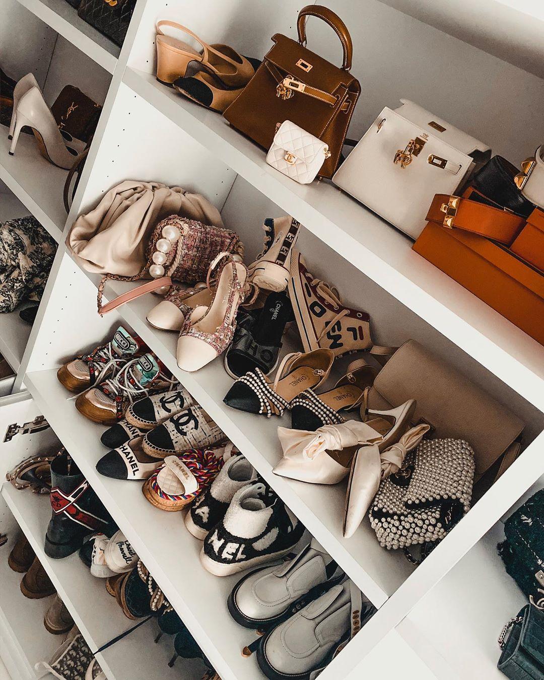 tủ đựng giày và túi xách