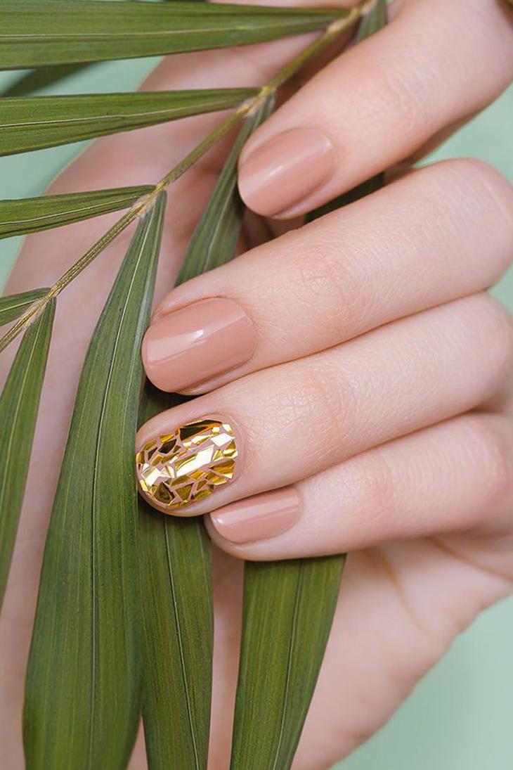 móng tay đẹp trang trí vàng